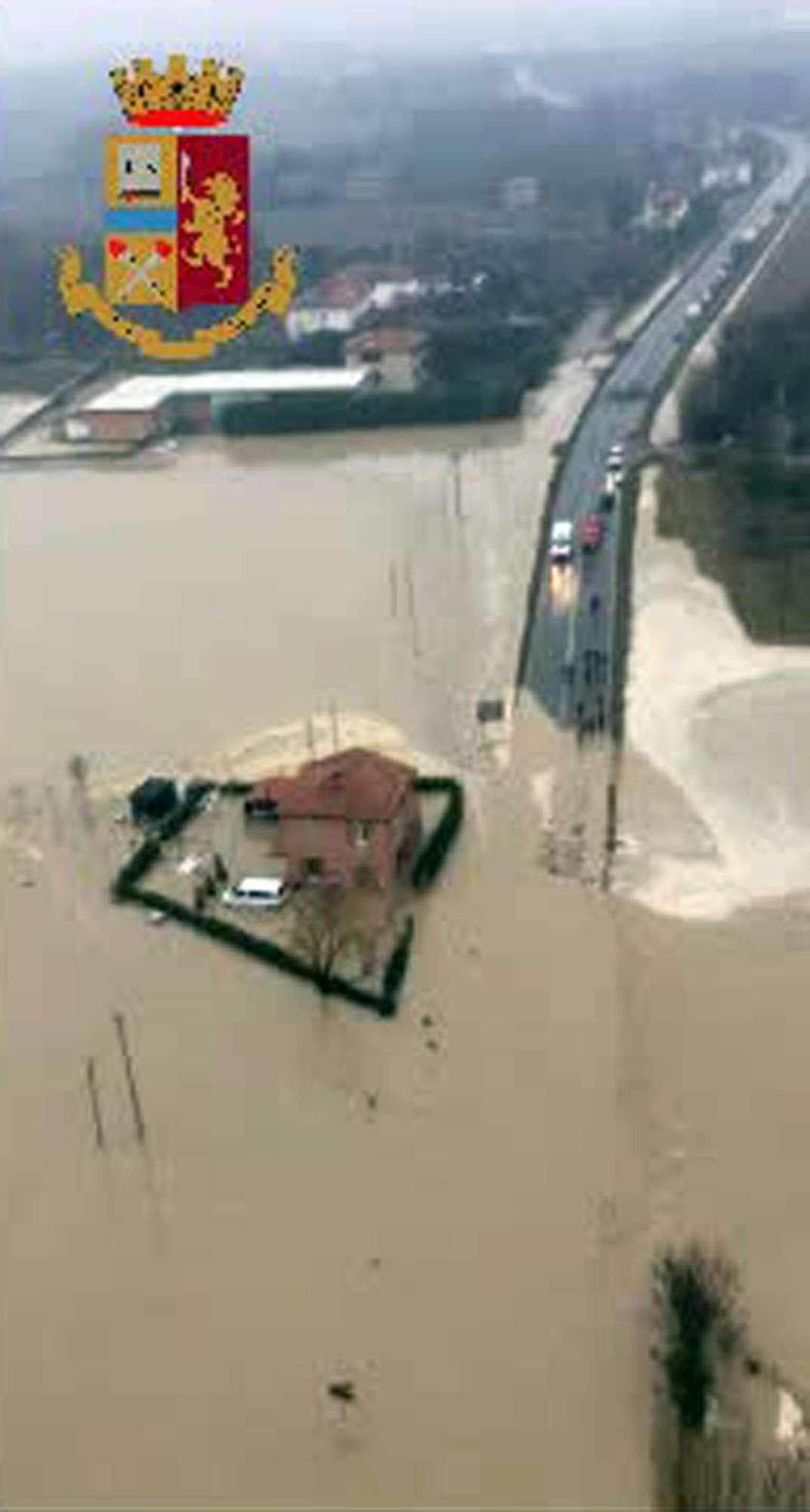 Maltempo nel Bolognese, sommerso dall acqua il comune di Argelato