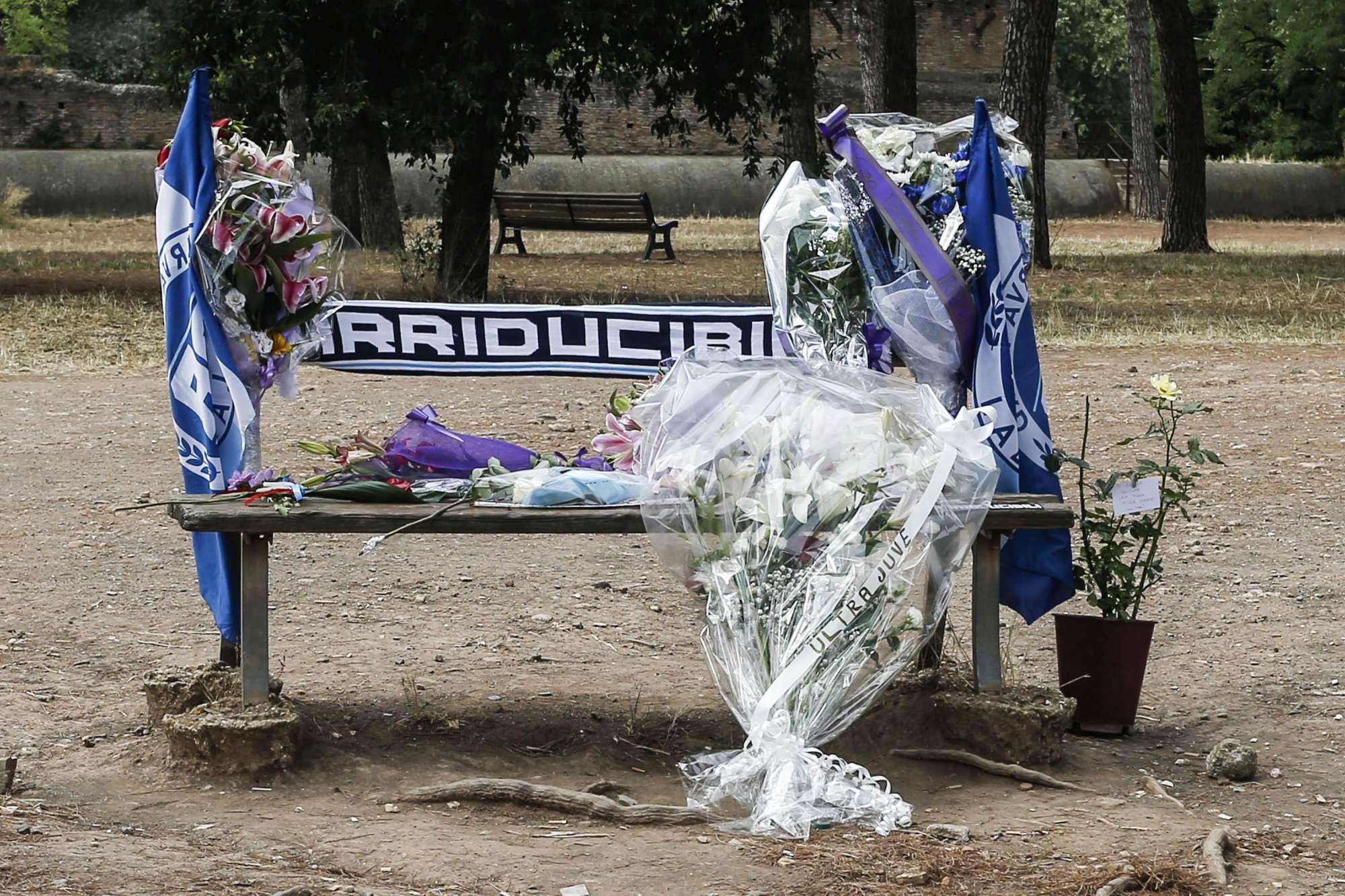 Capo ultrà ucciso a Roma, l omaggio degli  Irriducibili  della Lazio