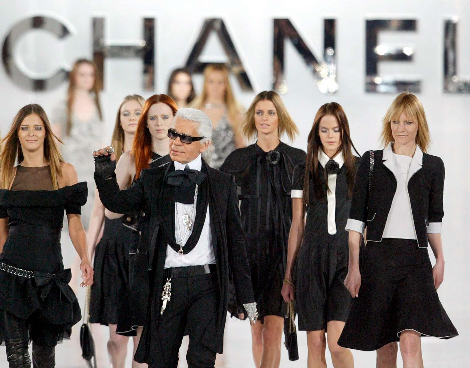 00a8e2b20cef Addio a Karl Lagerfeld  è morto a Parigi il re icona dell alta moda ...