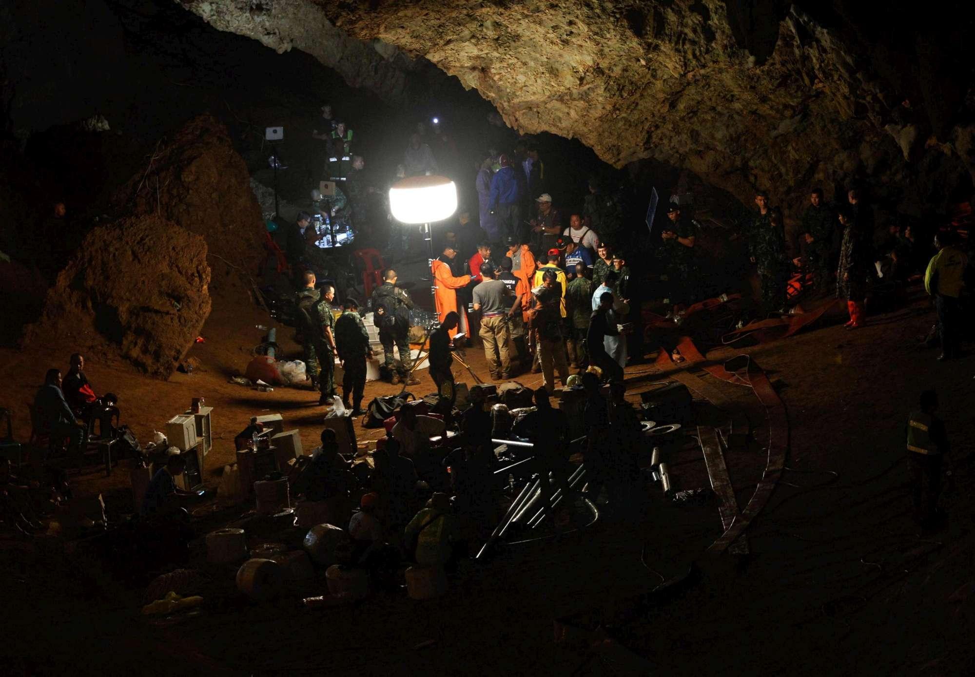 Thailandia, squadra di calcio giovanile intrappolata da giorni in una grotta