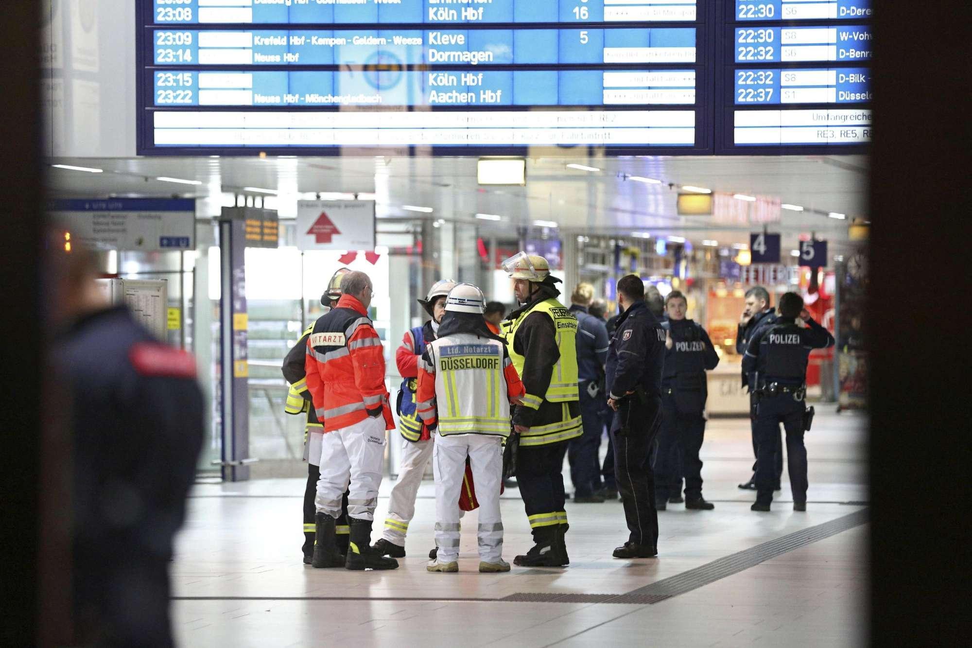 L assalto alla stazione di Dusseldorf a colpi di ascia