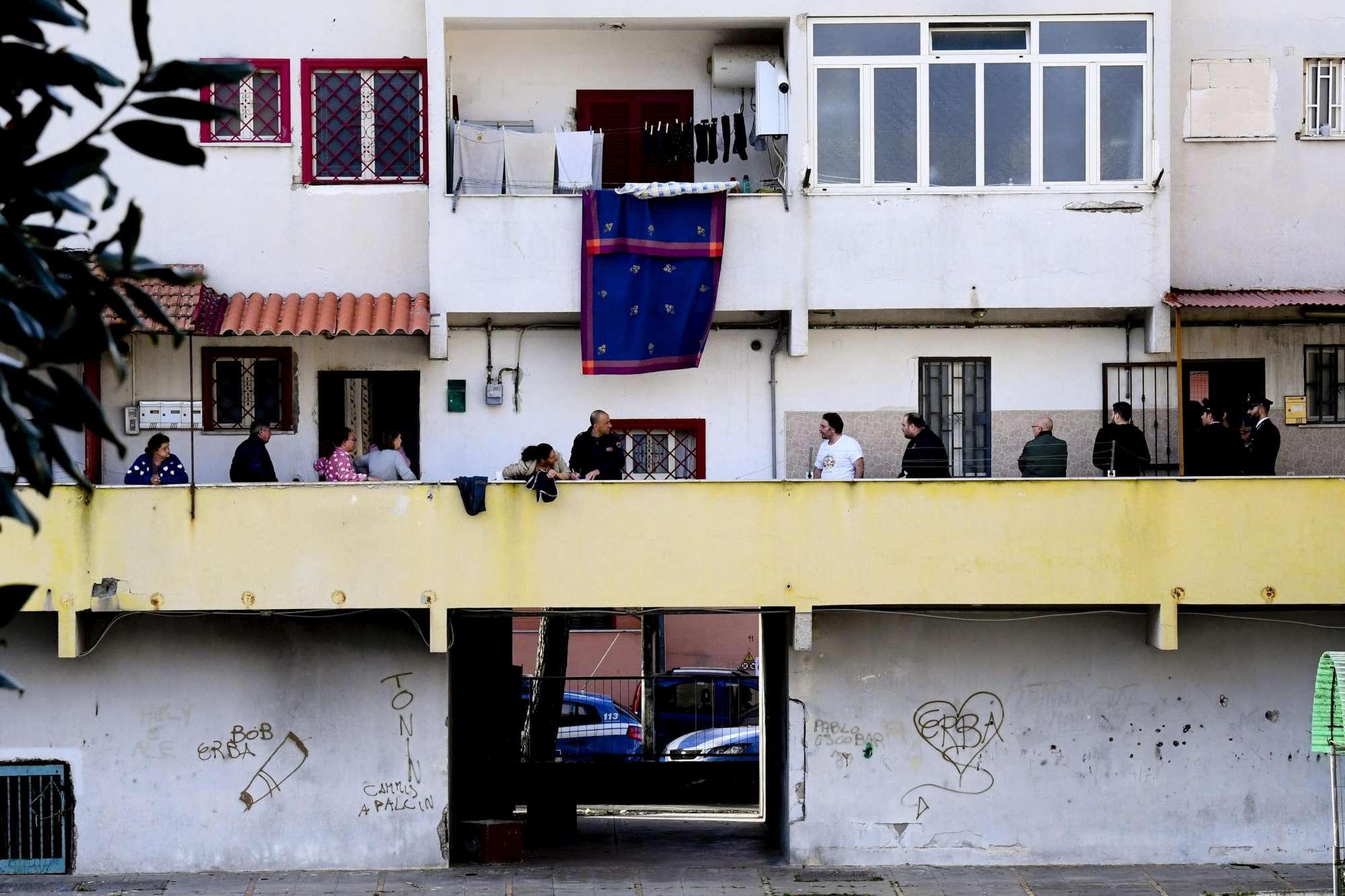 Napoli, donna uccisa a colpi di stampelle: arrestato il marito
