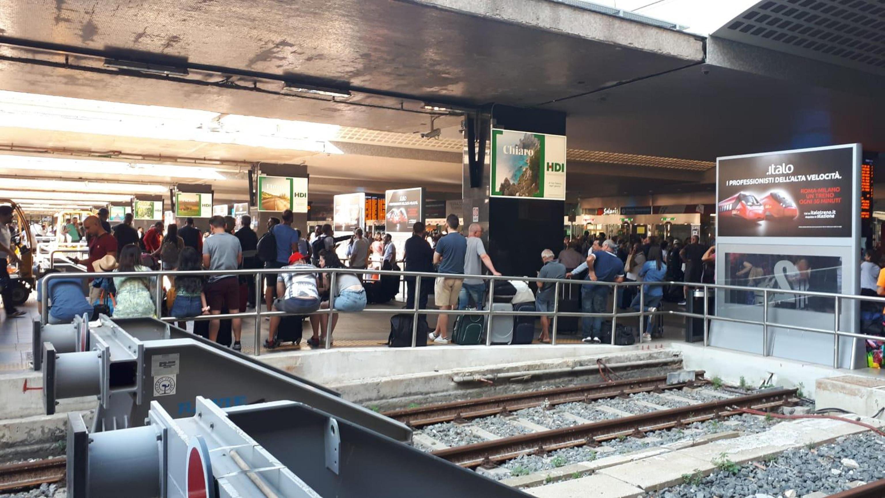 Treni, tre roghi dolosi alla stazione di Rovezzano: ritardi e disagi
