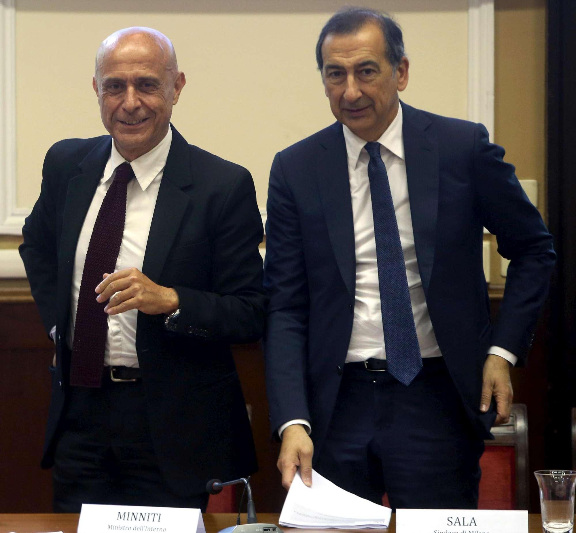 Milano, la firma del protocollo per l accoglienza profughi