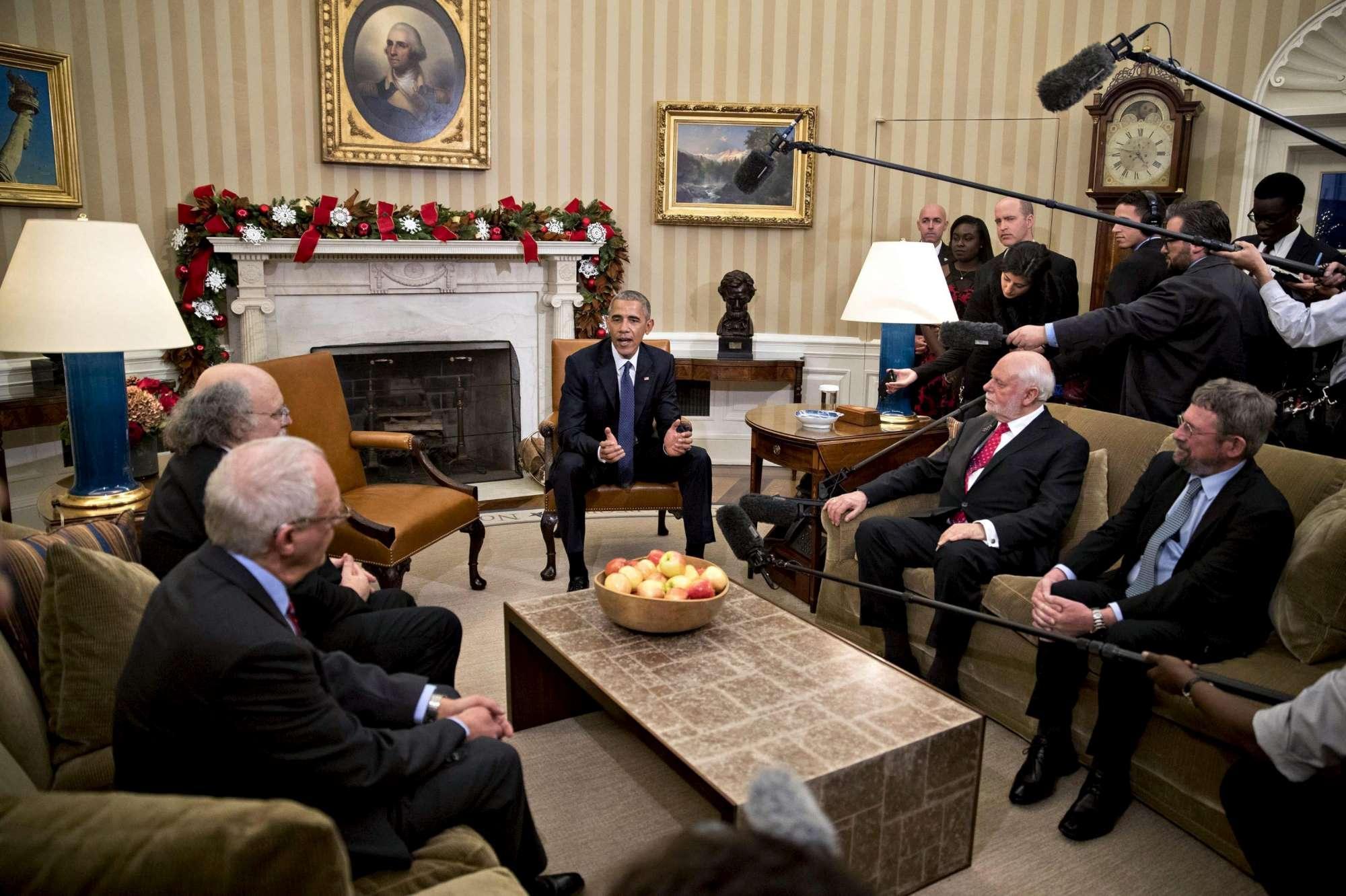 Casa Bianca, le foto dell incontro tra Obama e i vincitori del Nobel