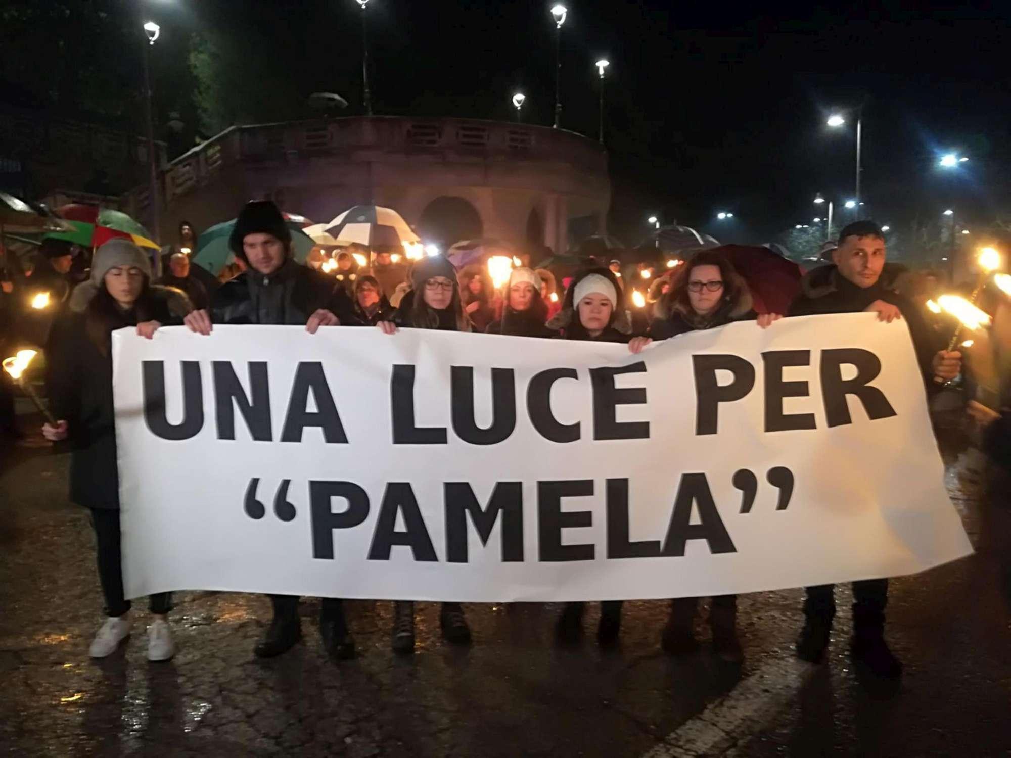 Fiaccolata per Pamela, la mamma: una morte che poteva essere evitata