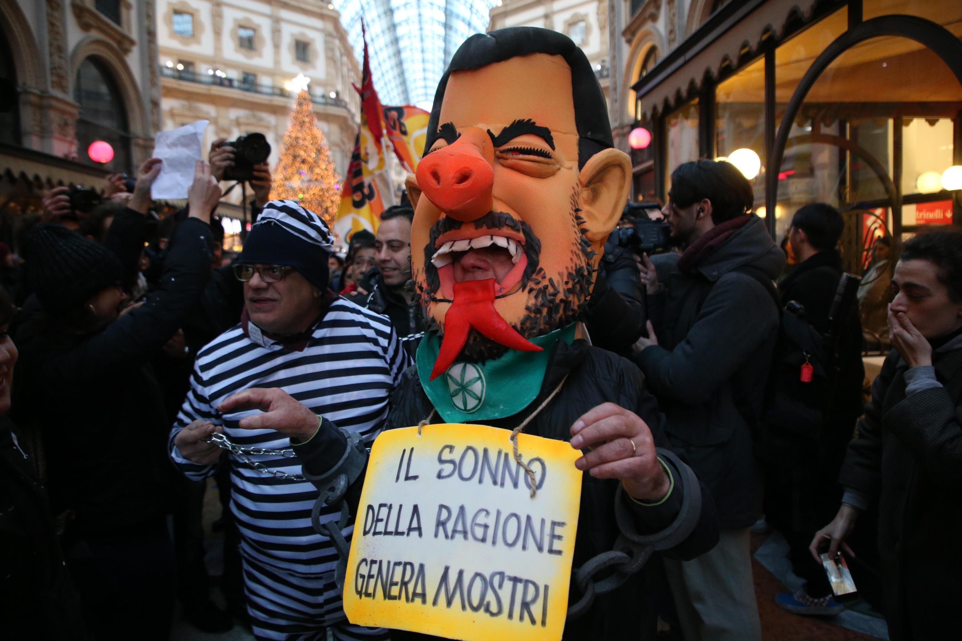 Milano, Prima della Scala: proteste contro Matteo Salvini