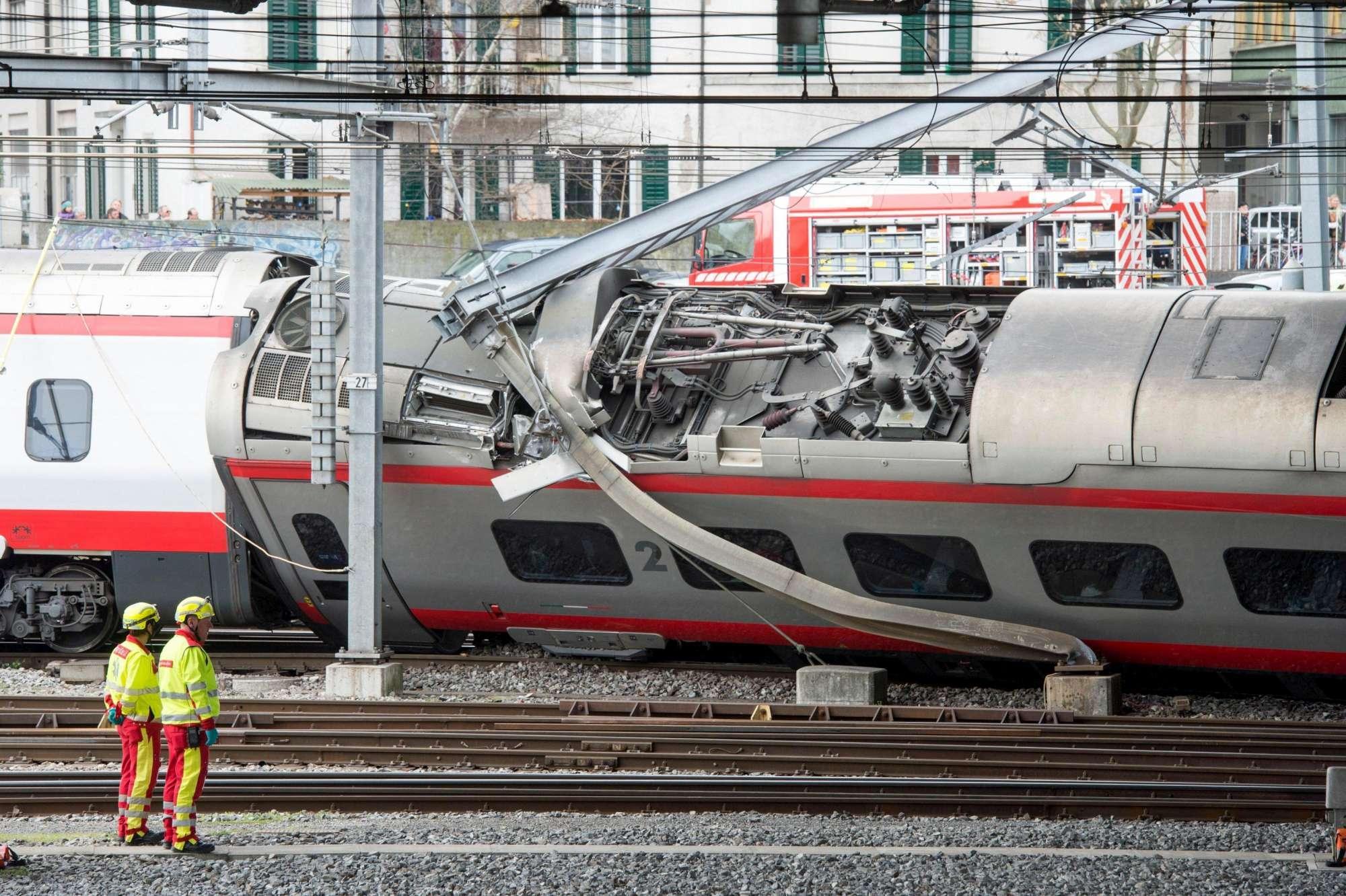 Deragliato il treno Milano-Basilea  almeno 7 passeggeri feriti - Tgcom24 d03be6564e