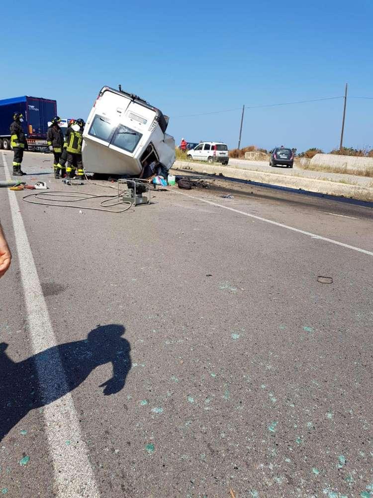 Morte sull'asfalto a Foggia, un camion di braccianti contro un Tir