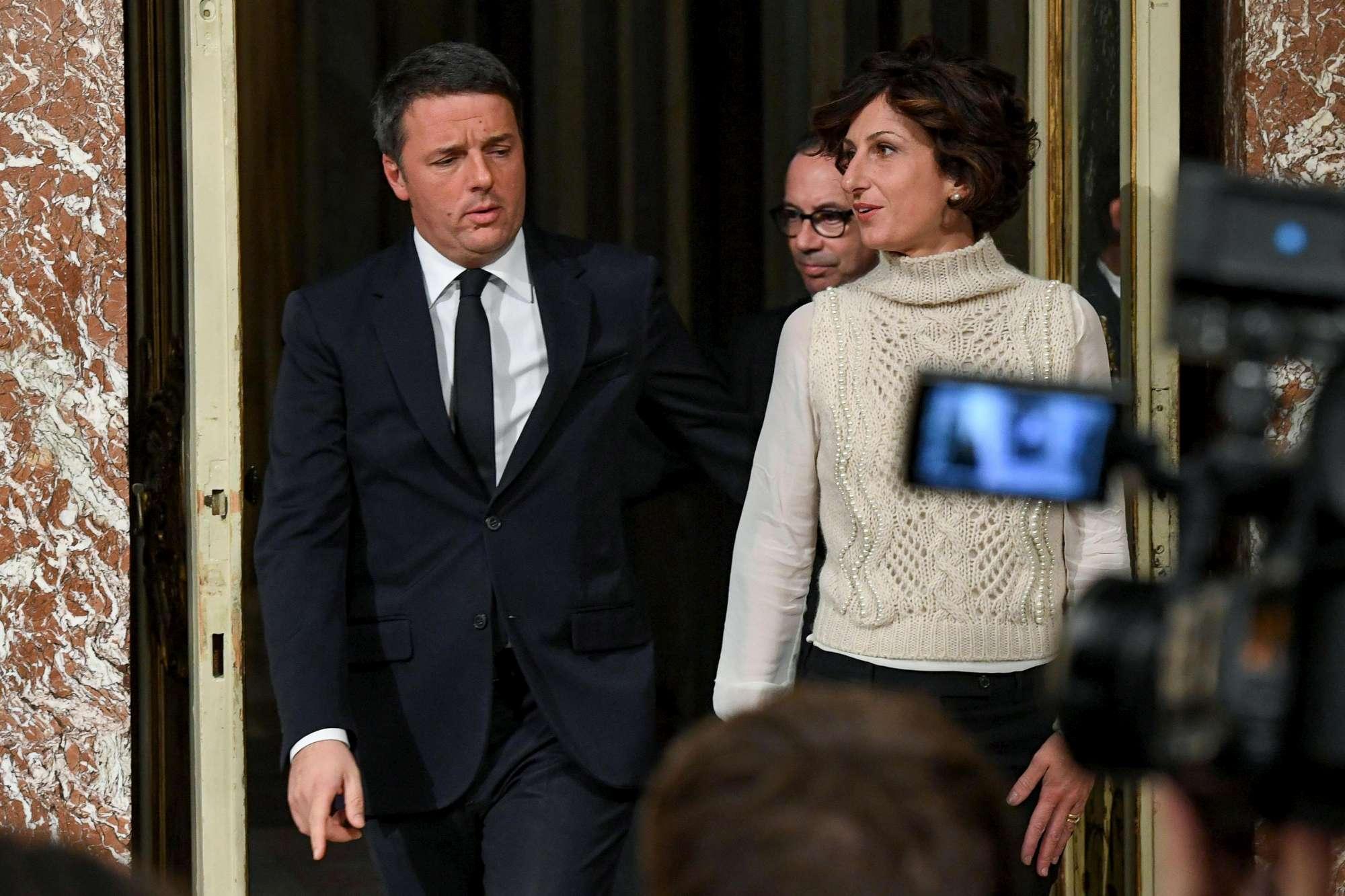 Renzi cita moglie e figli e si commuove