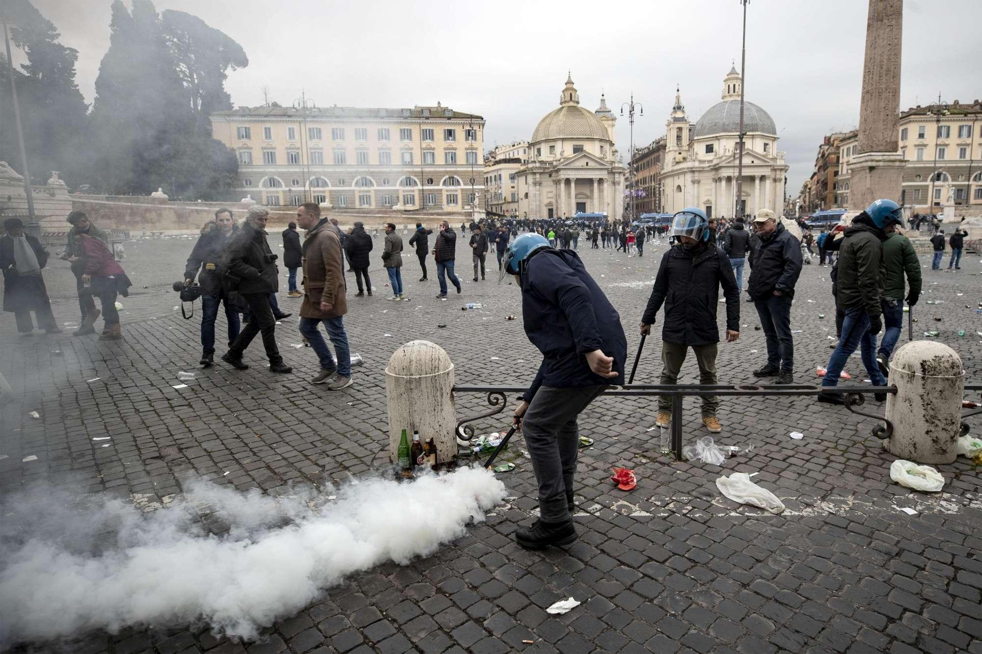 Europa League, scontri fra polizia e tifosi a Roma nel giorno di Lazio-Eintracht