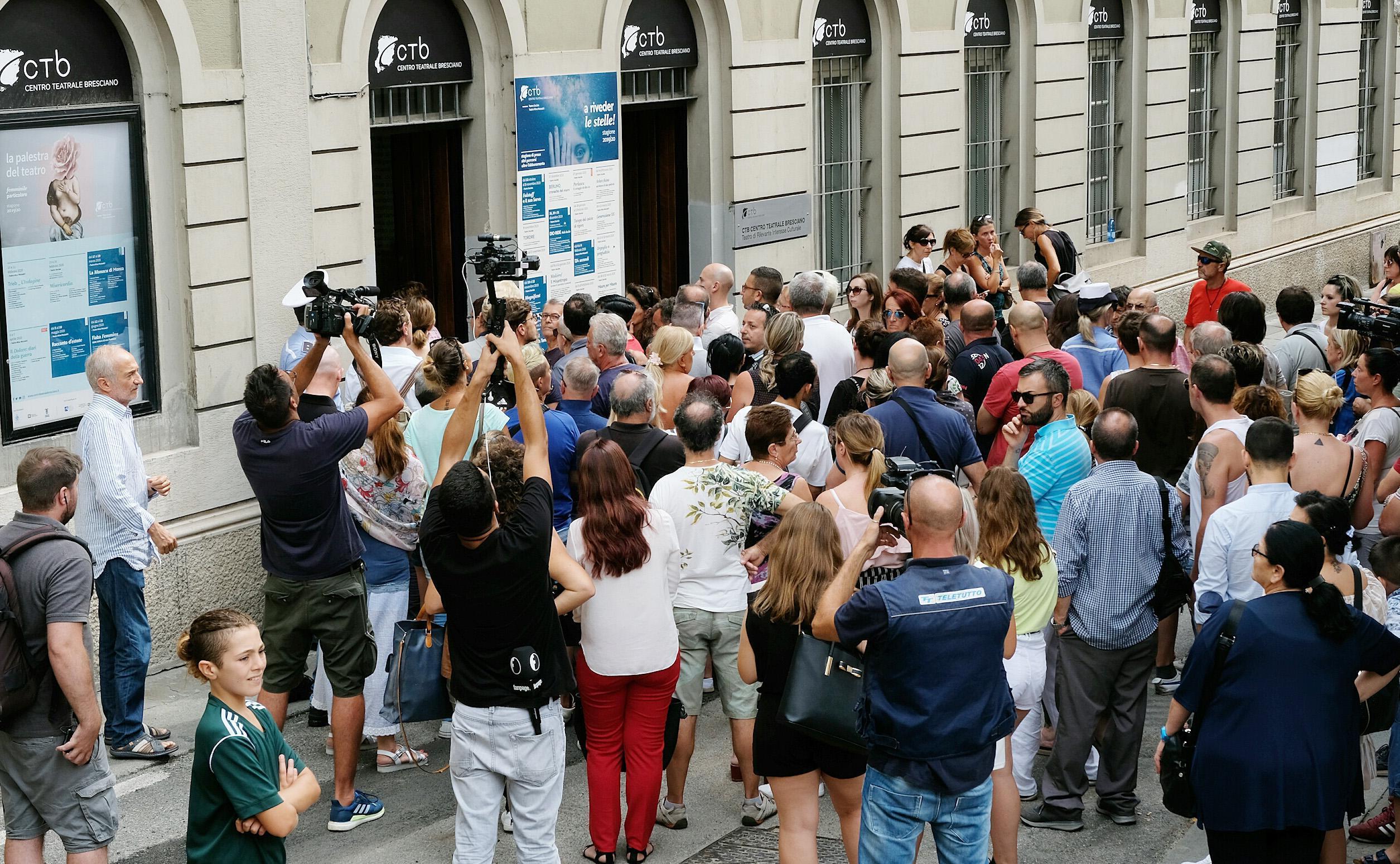 Nadia Toffa, aperta la camera ardente a Brescia
