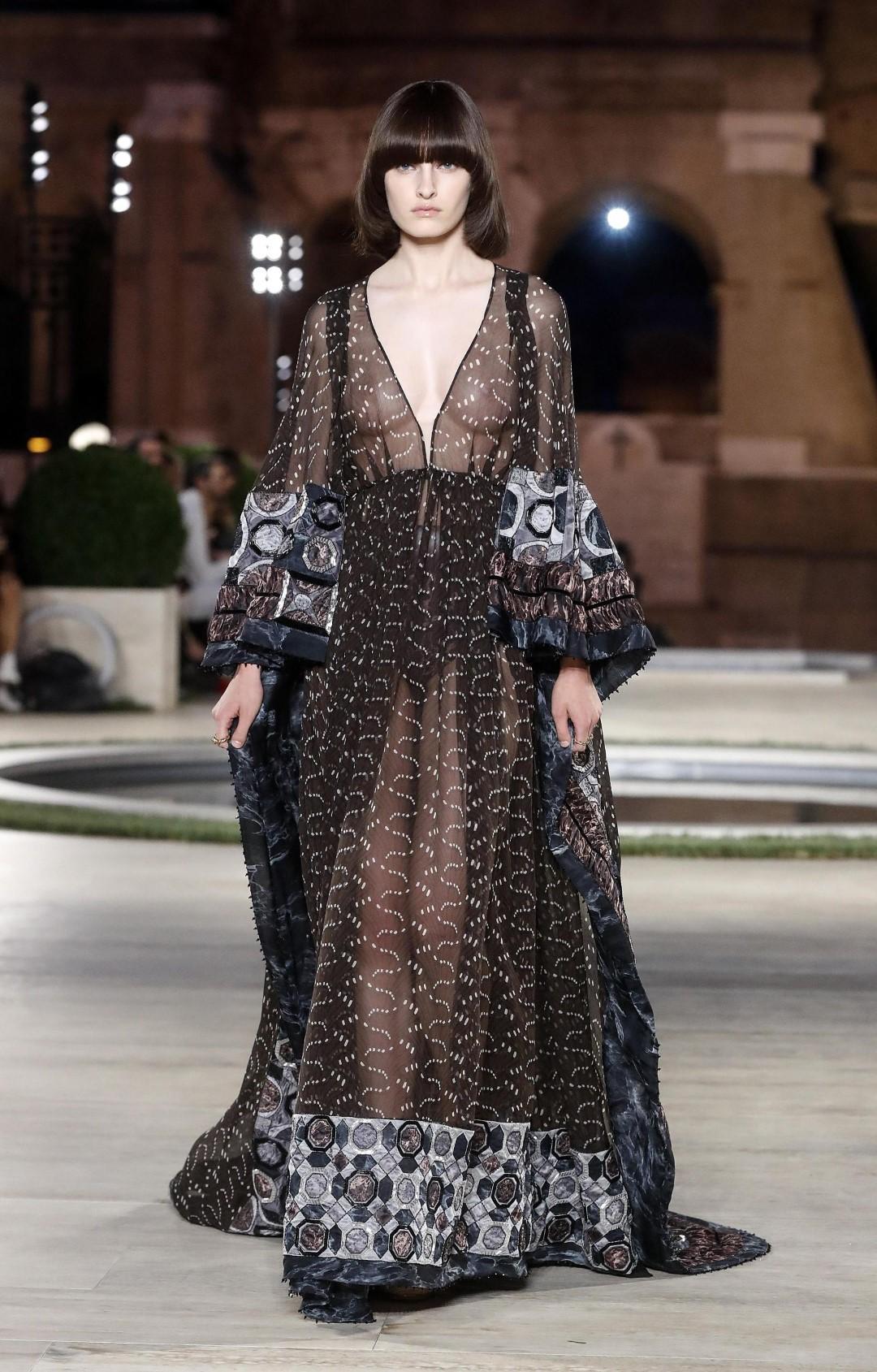 Fendi, l'omaggio a Karl Lagerfeld davanti alle meraviglie di Roma