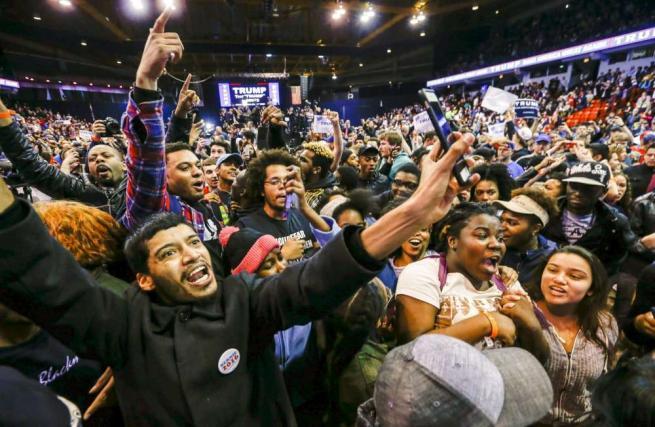 Chicago, Donald Trump costretto ad annullare il suo comizio