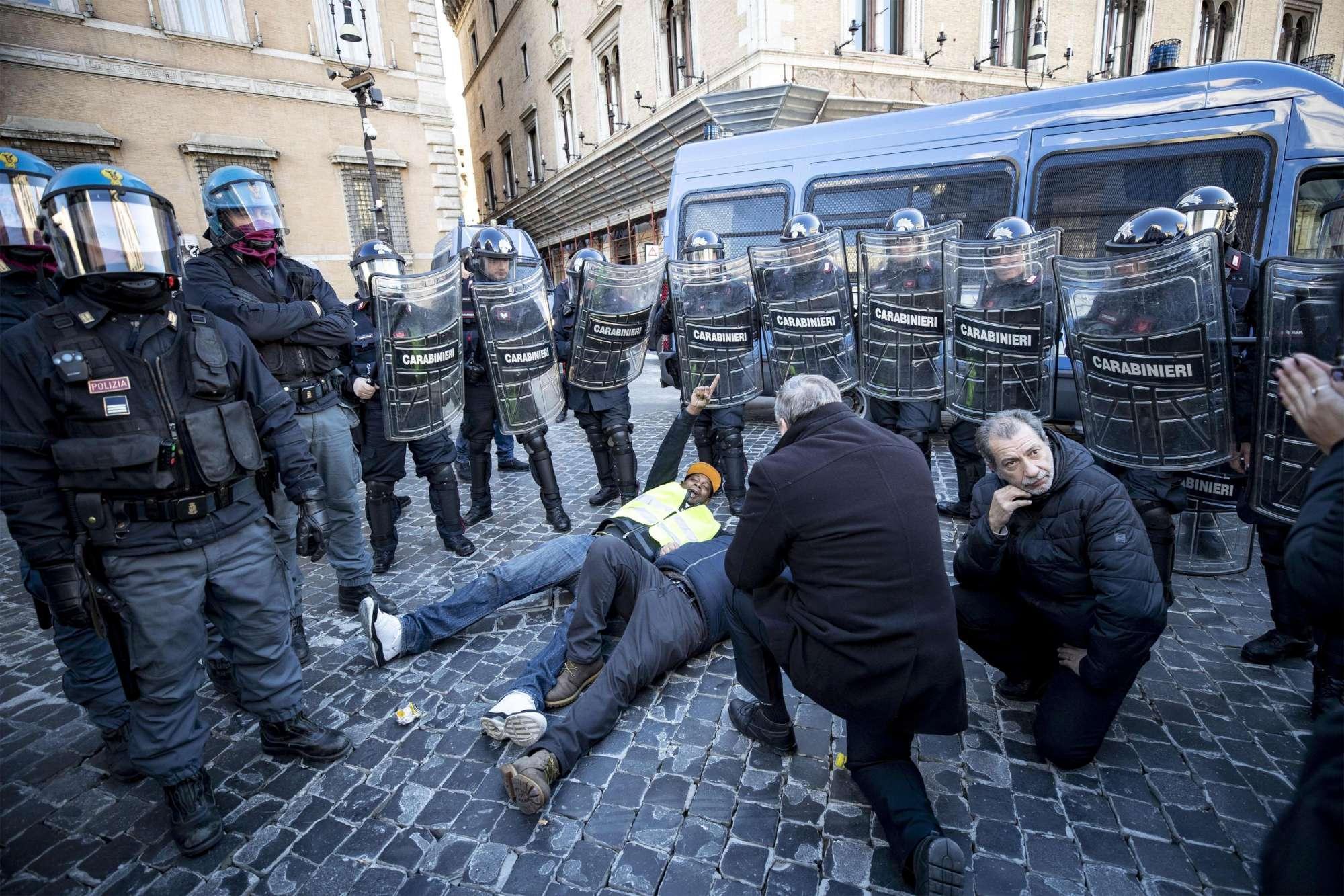 Protestano gli NCC, tensione a Roma