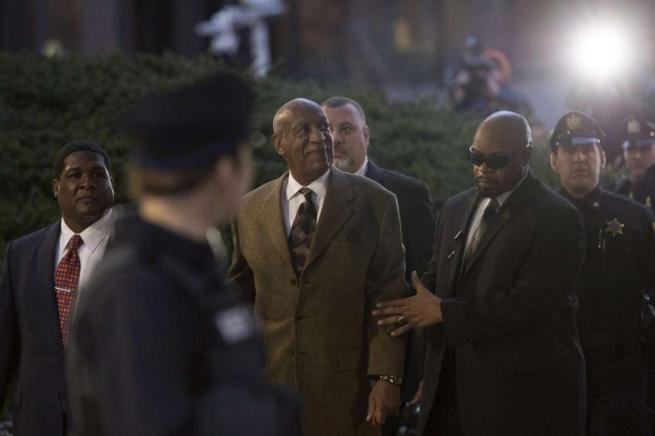 Bill Cosby in aula per gli abusi sessuali: gli avvocati chiedono l archiviazione