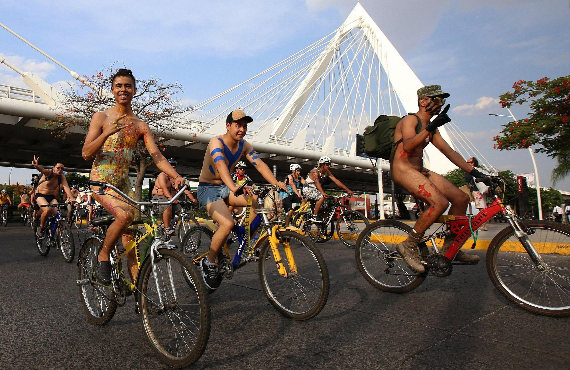 Nudi per l ambiente, ecco il World Naked Bike Ride 2017 a Guadalajara