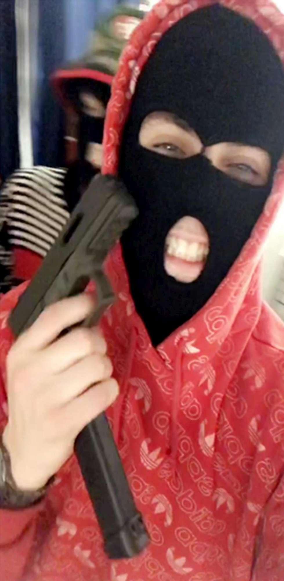 Cc ucciso, le foto shock sul cellulare di Hjorth