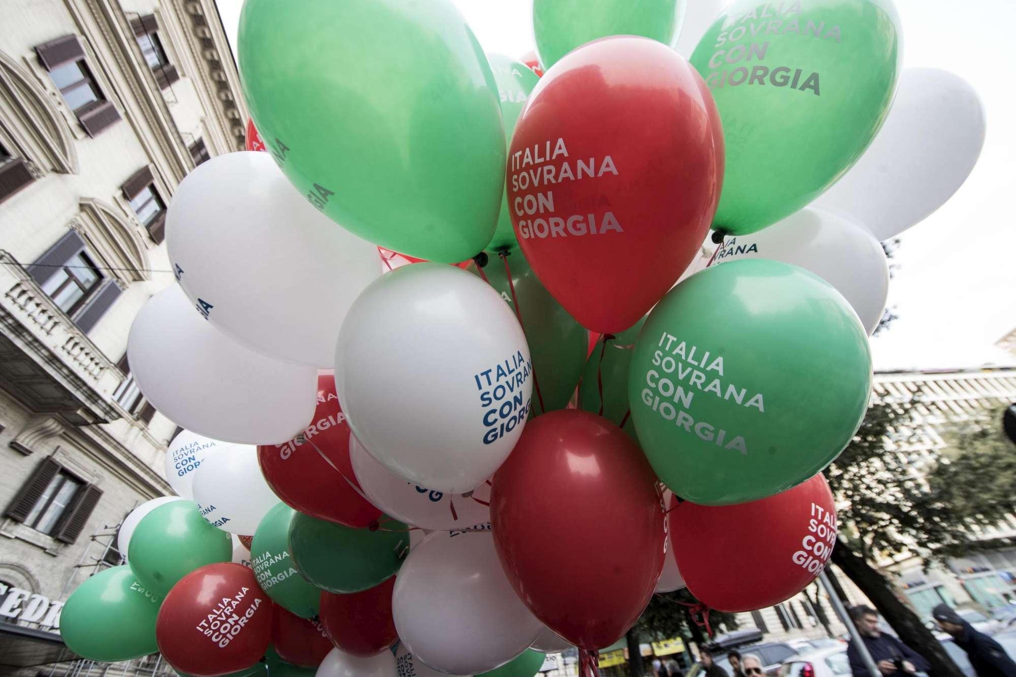 A Roma marcia la destra  sovranista , corteo con Meloni e Salvini