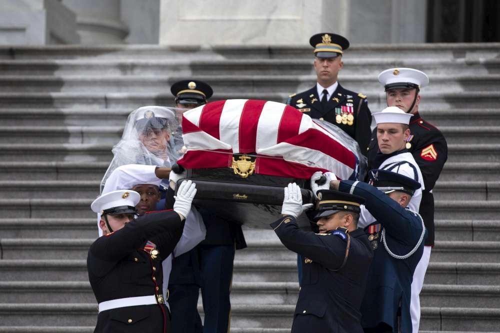Washington, l'ultimo saluto al senatore John McCain