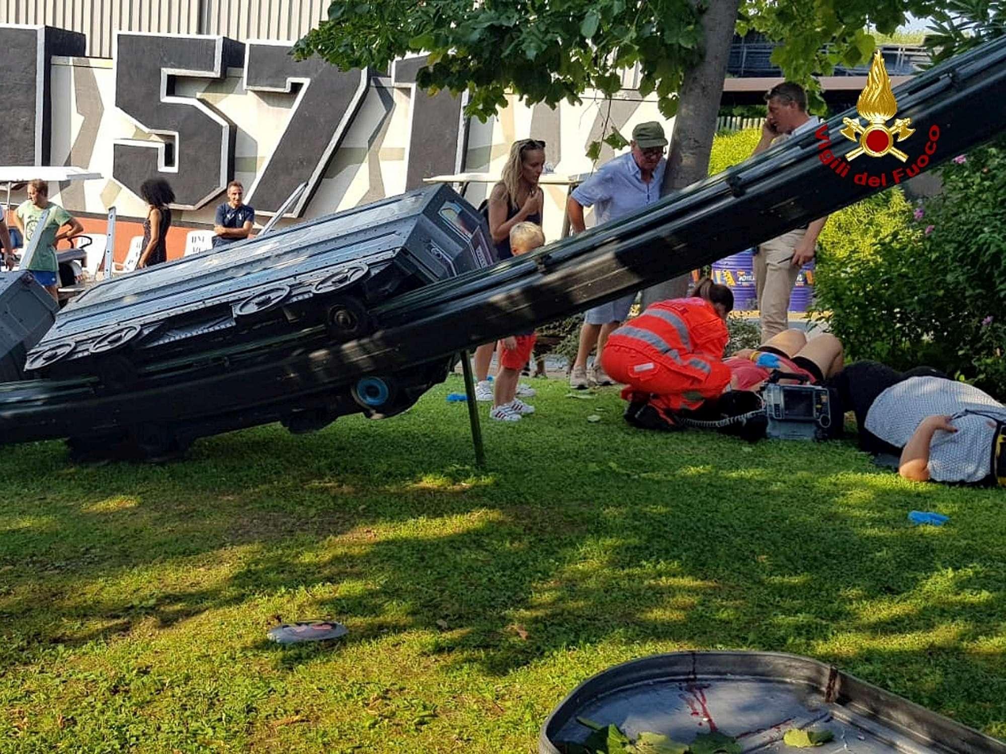 Trenino si ribalta in un parco dei divertimenti nel Veronese: 7 feriti