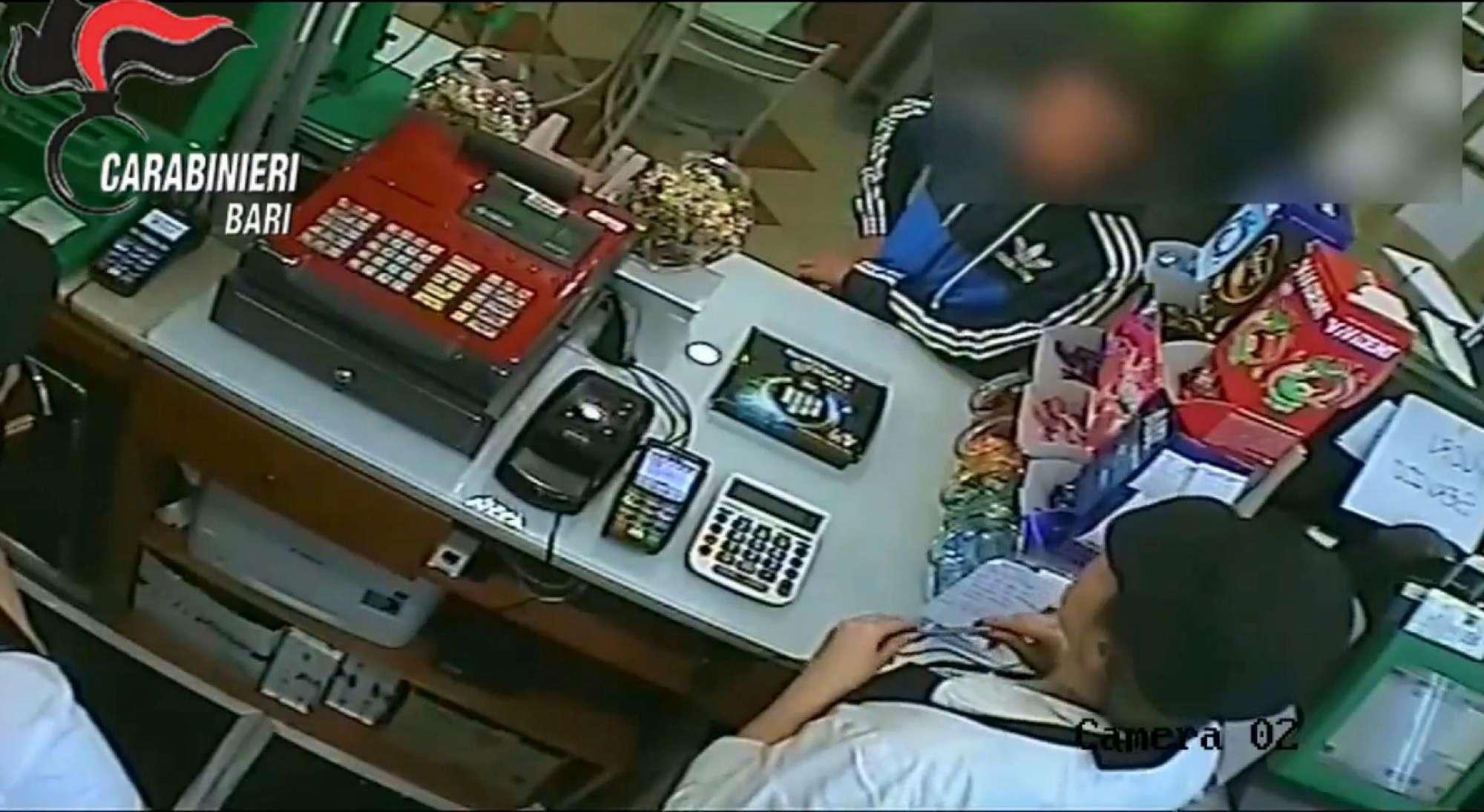 Monopoli, le immagini dei due minorenni accusati di aver ucciso un anziano