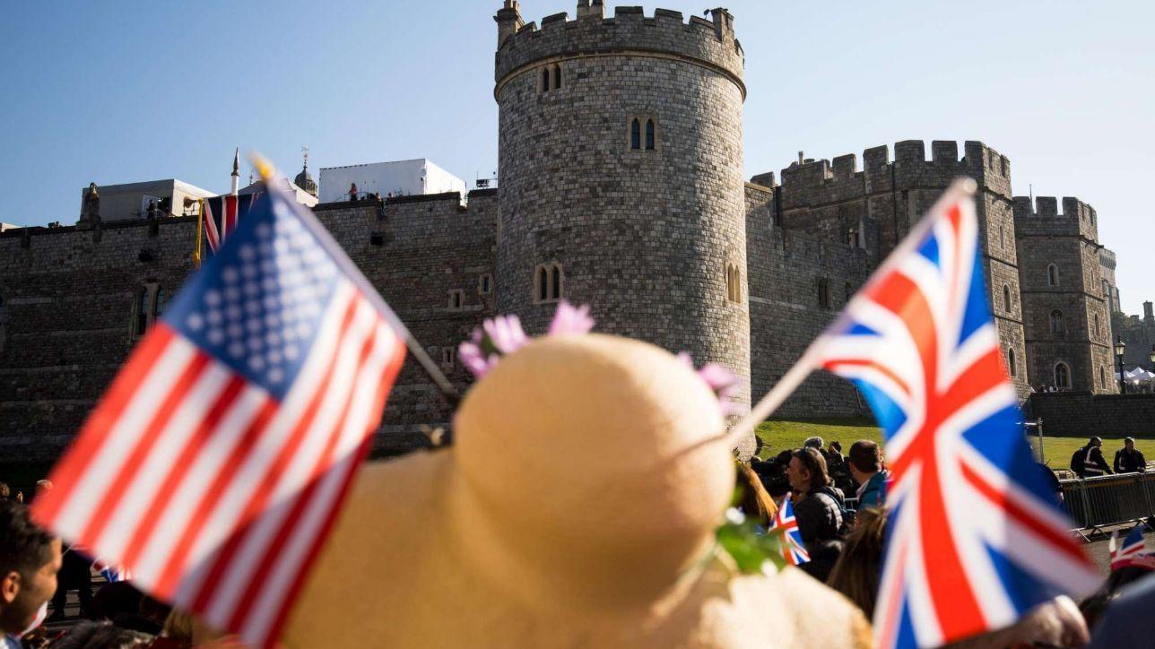 Windsor, migliaia di persone in strada in attesa delle nozze reali