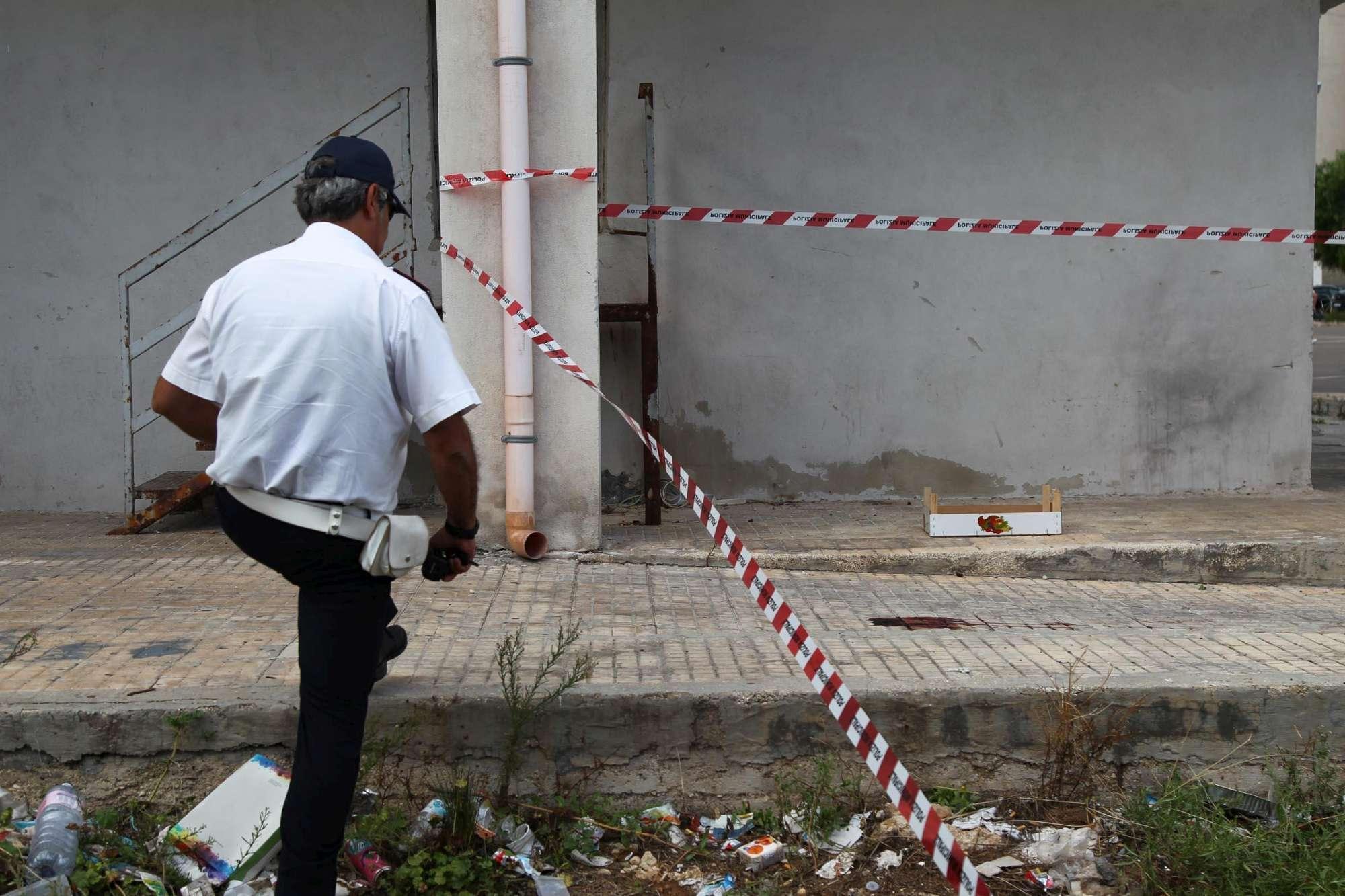 Taranto, padre tenta di uccidere i figli