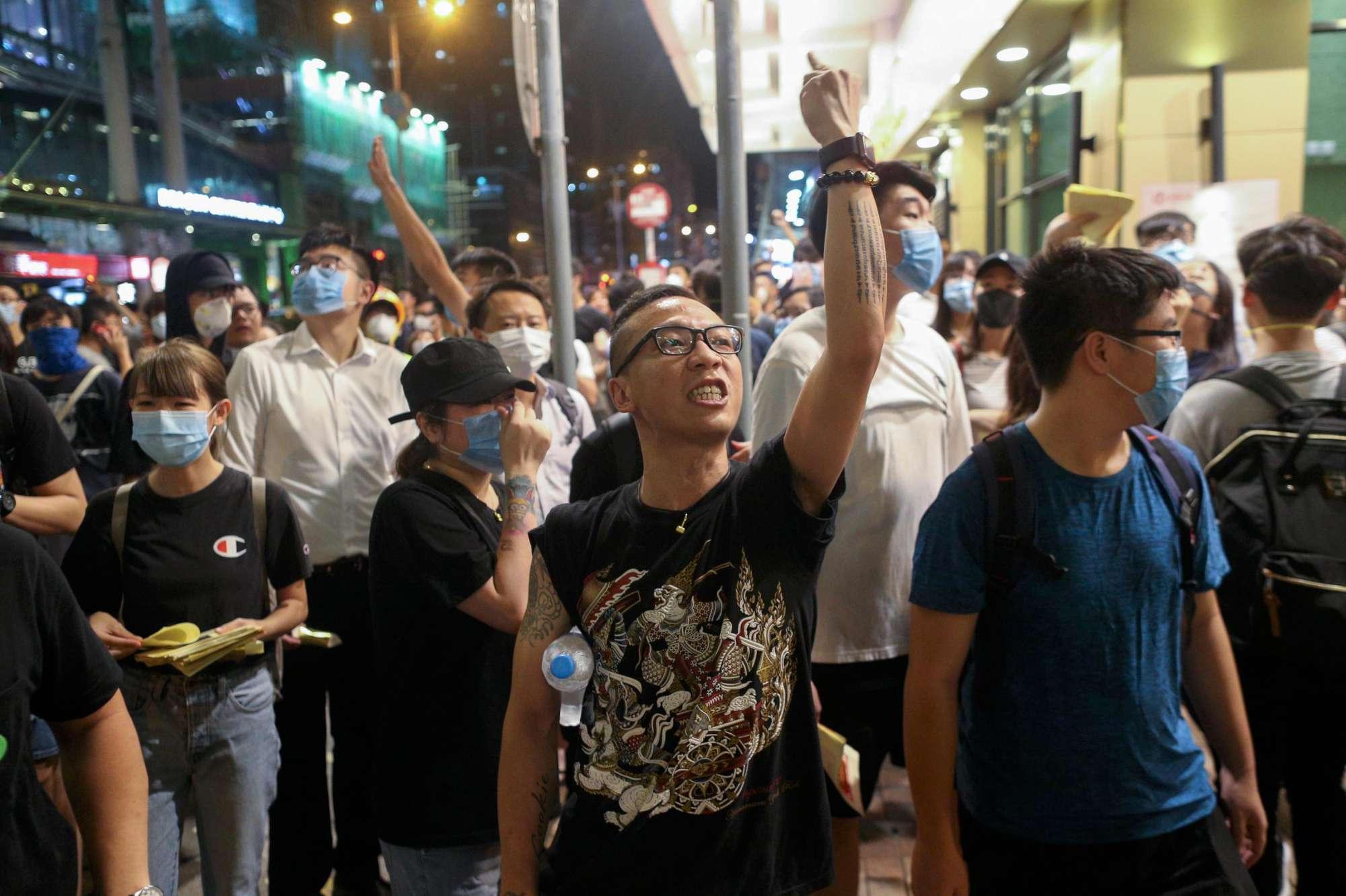 Ancora proteste a Hong Kong, la polizia spara lacrimogeni