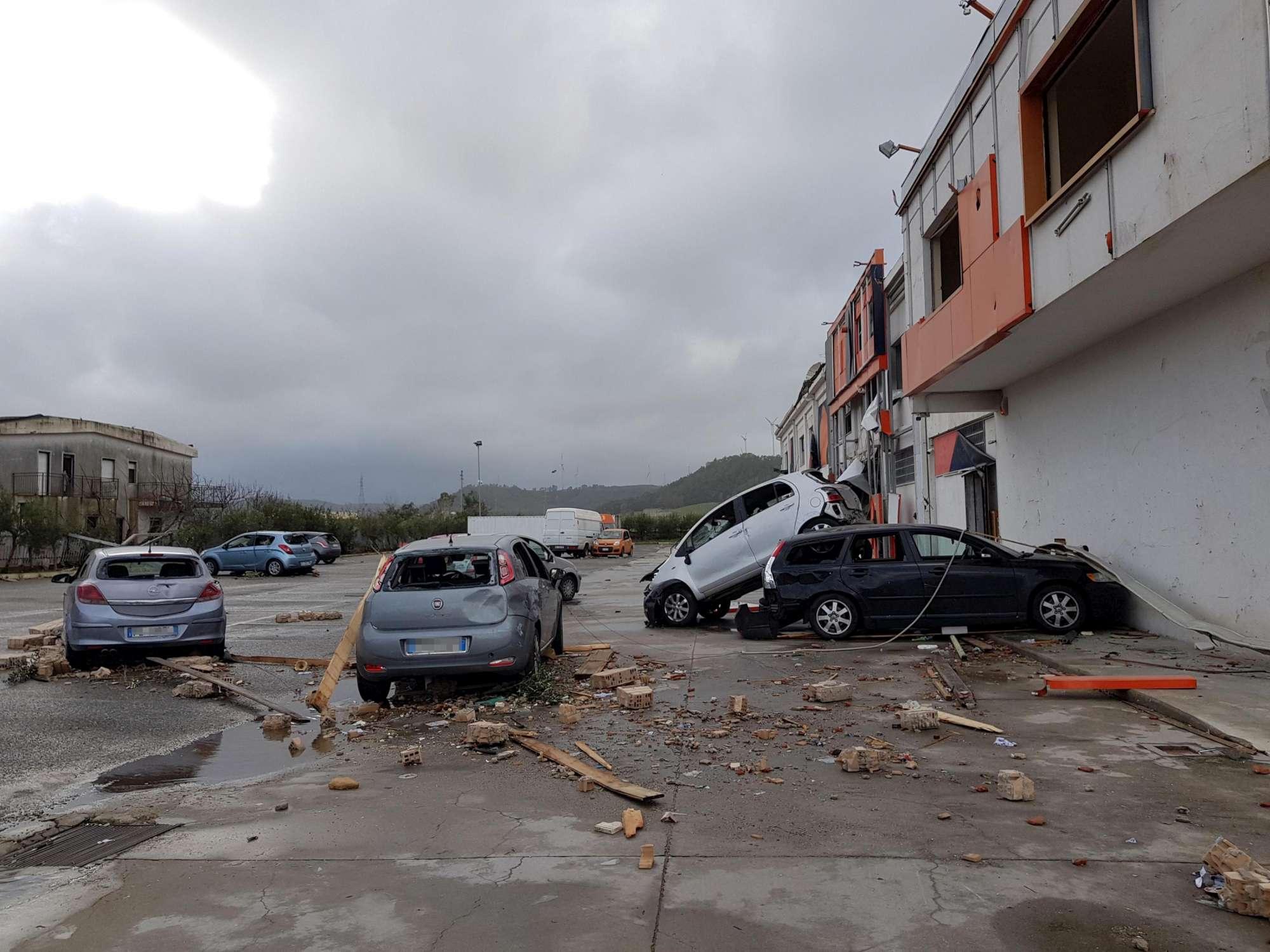 Maltempo, violente trombe d aria al sud d Italia