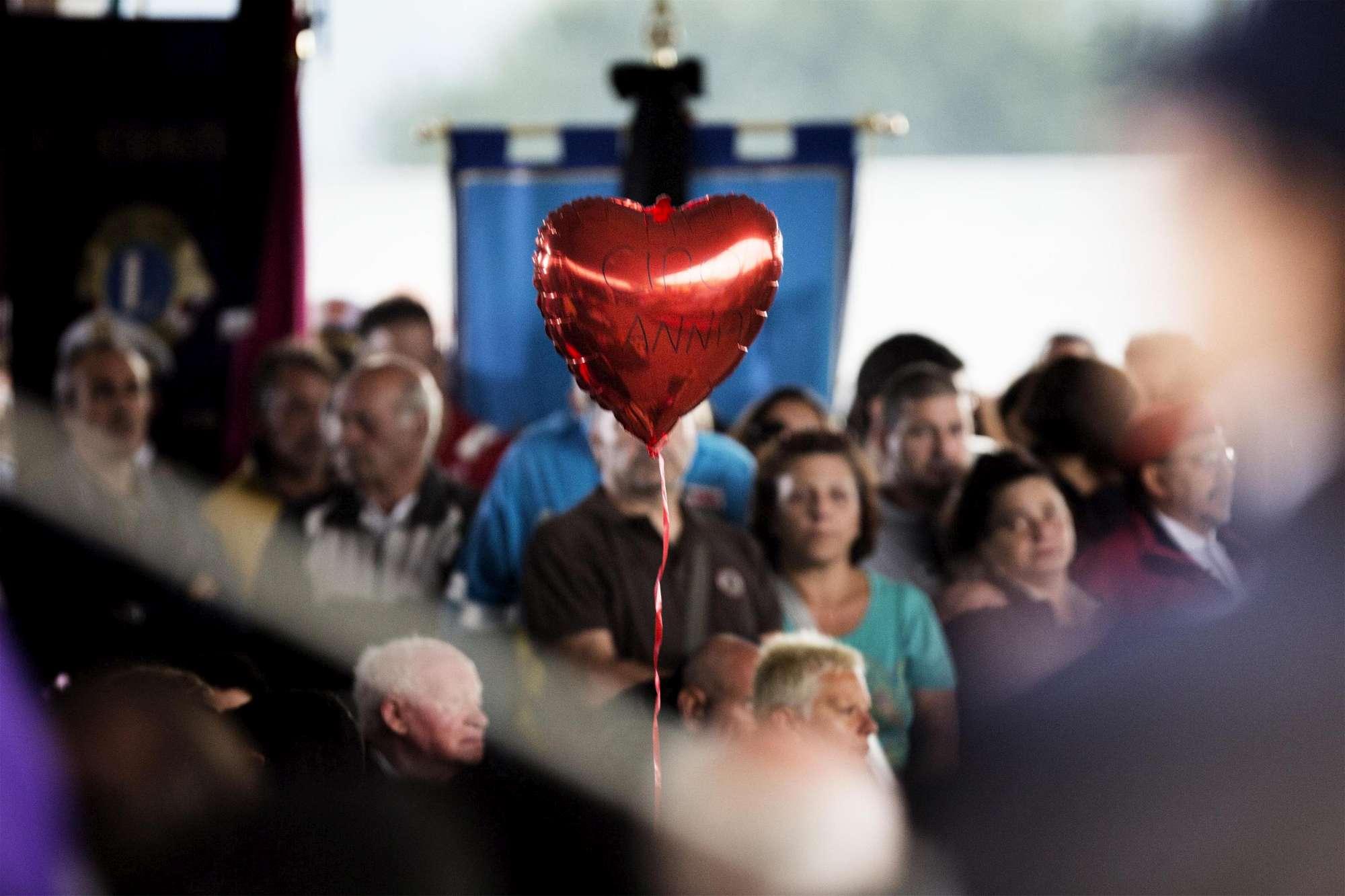 Terremoto, i funerali delle vittime di Amatrice
