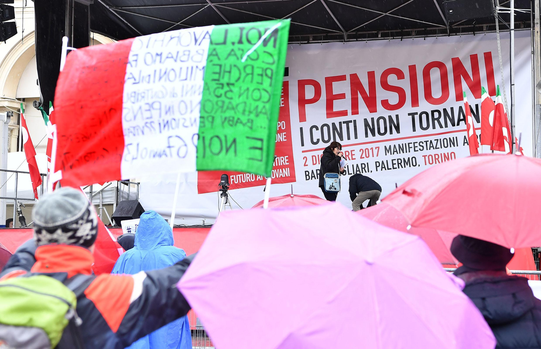 La Cgil in piazza per le pensioni contro il governo: migliaia i manifestanti