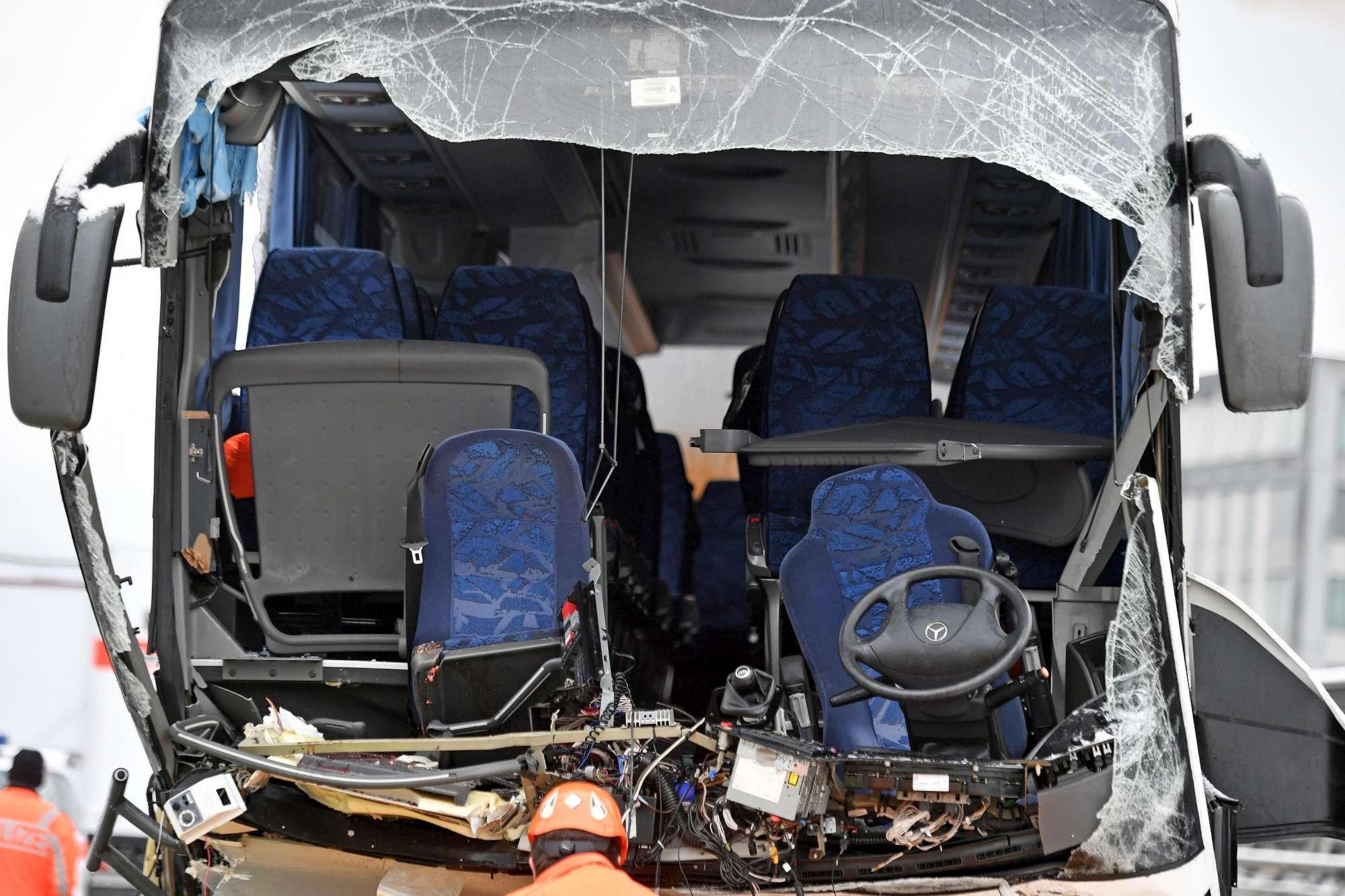 Svizzera, pullman da Genova si schianta vicino a Zurigo: una vittima