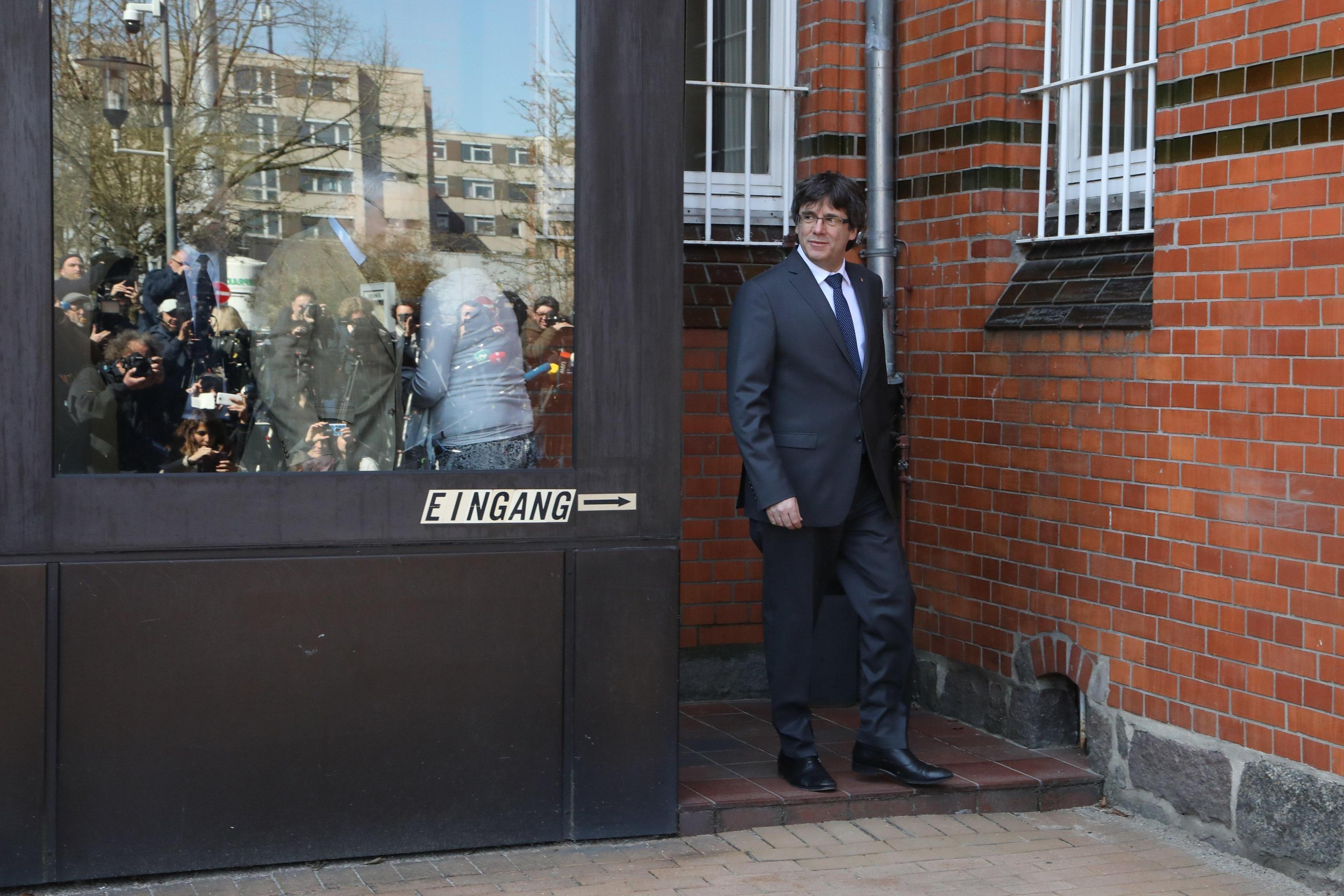 Catalogna, Puigdemont esce dal carcere tedesco