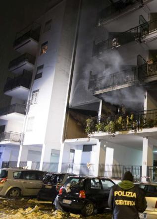 Roma, esplosione in palazzo: un morto Anziana fermata: