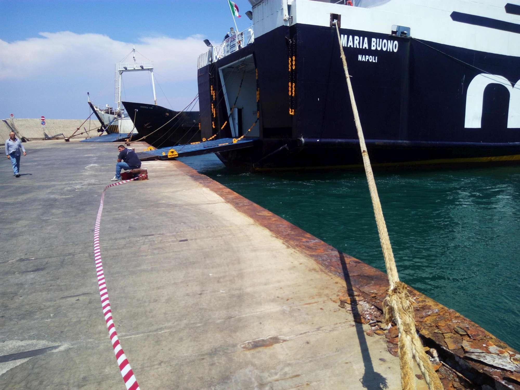 Ischia, nave contro la banchina: passeggeri feriti