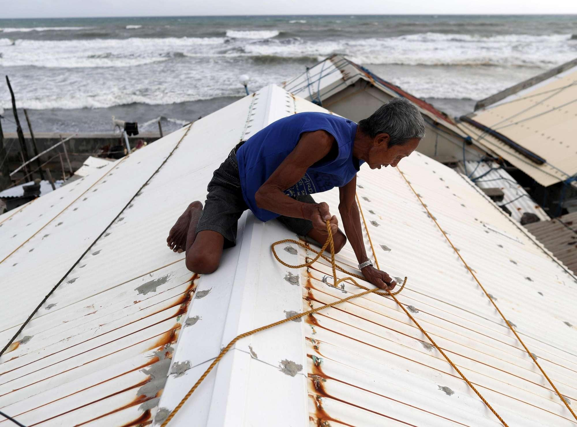 La furia del Tifone Mangkhut si abbatte su Hong Kong