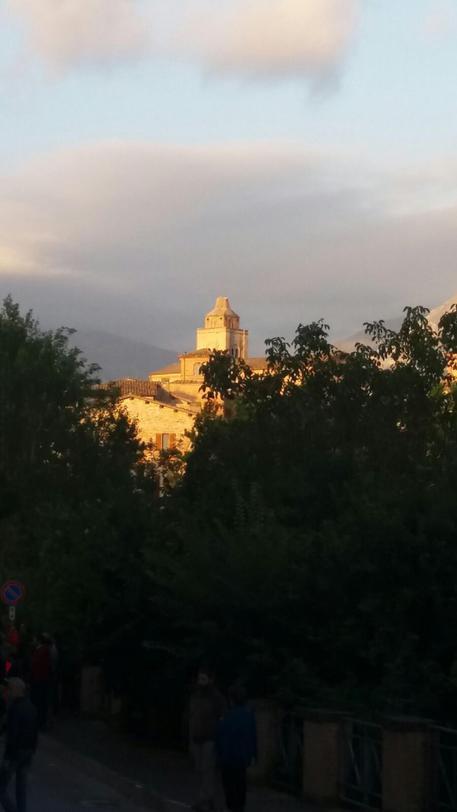 Terremoto nel Centro Italia,  spuntato  il campanile della chiesa di Amandola