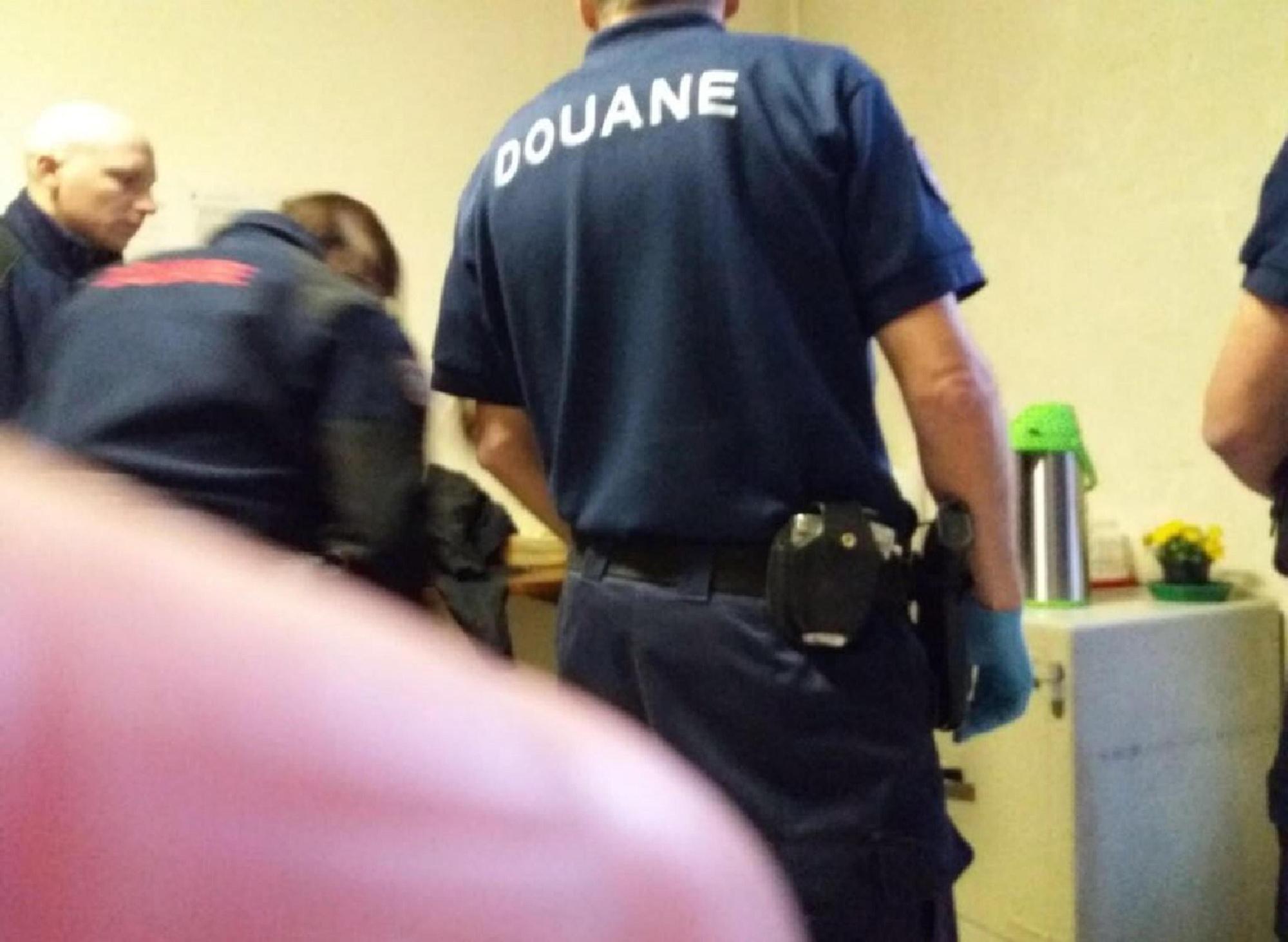 Bardonecchia, irruzione di agenti francesi armati in un centro migranti