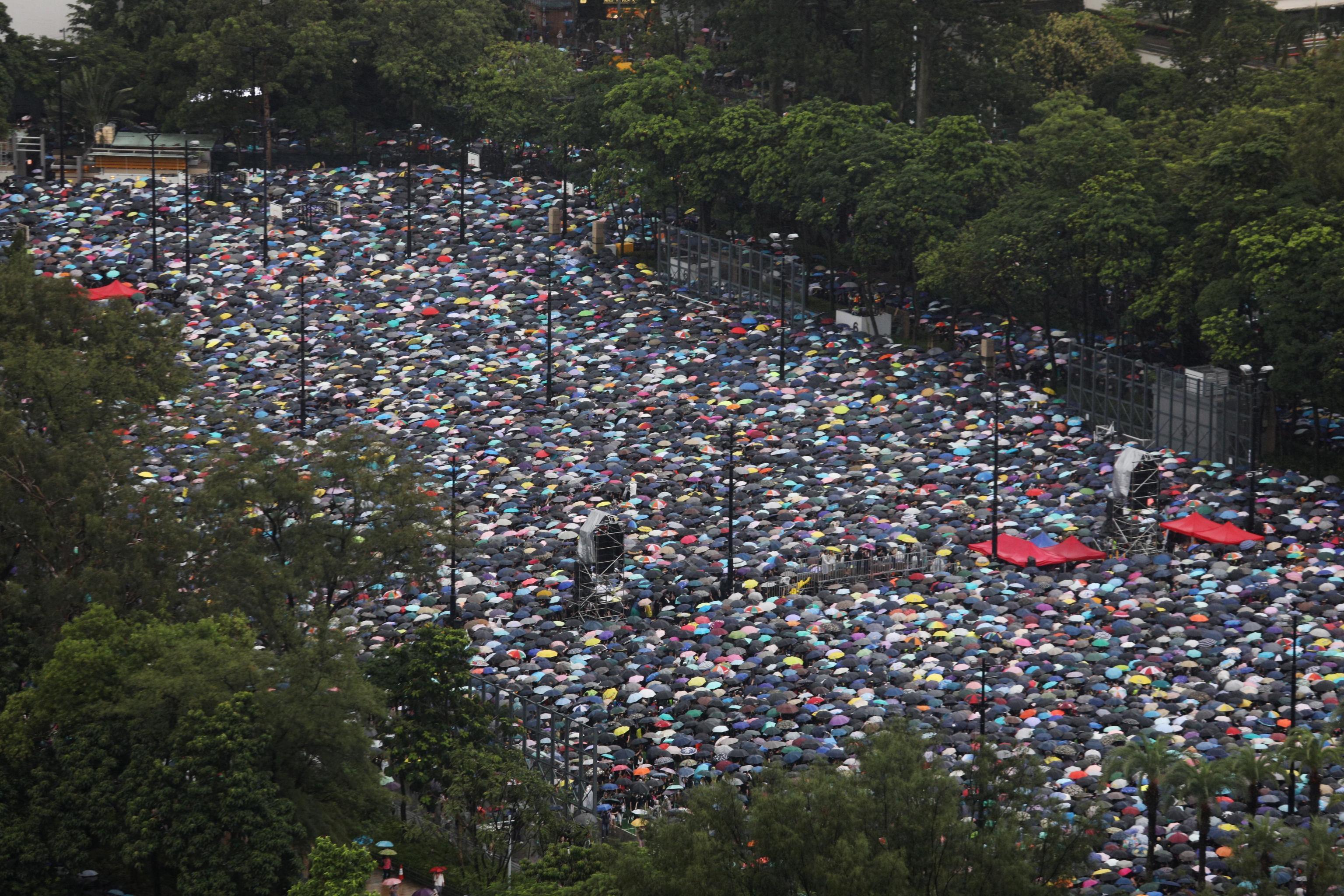 Hong Kong, nuove proteste: in migliaia scendono in piazza