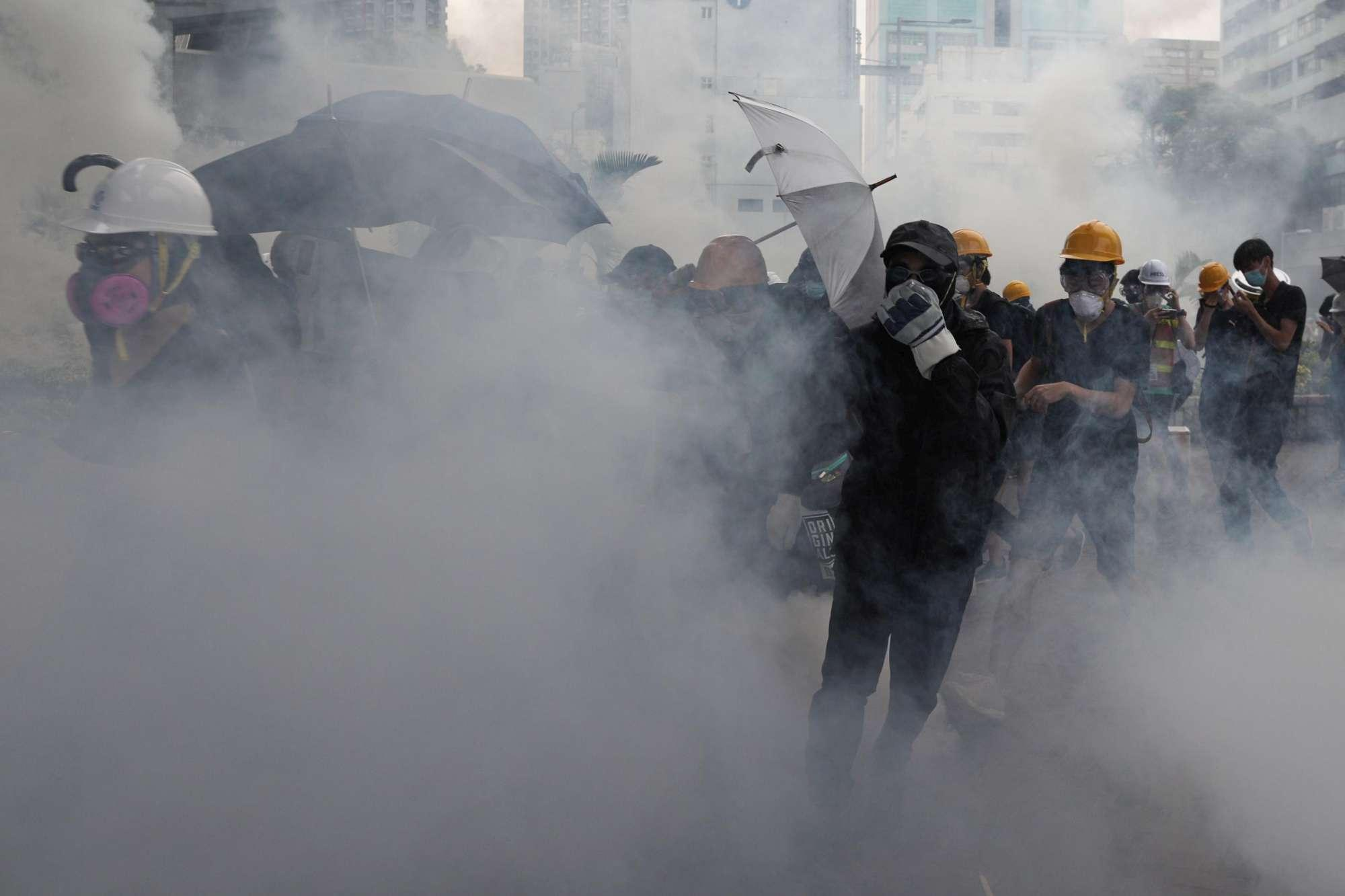 Ancora proteste a Hong Kong: scontri tra polizia e manifestanti