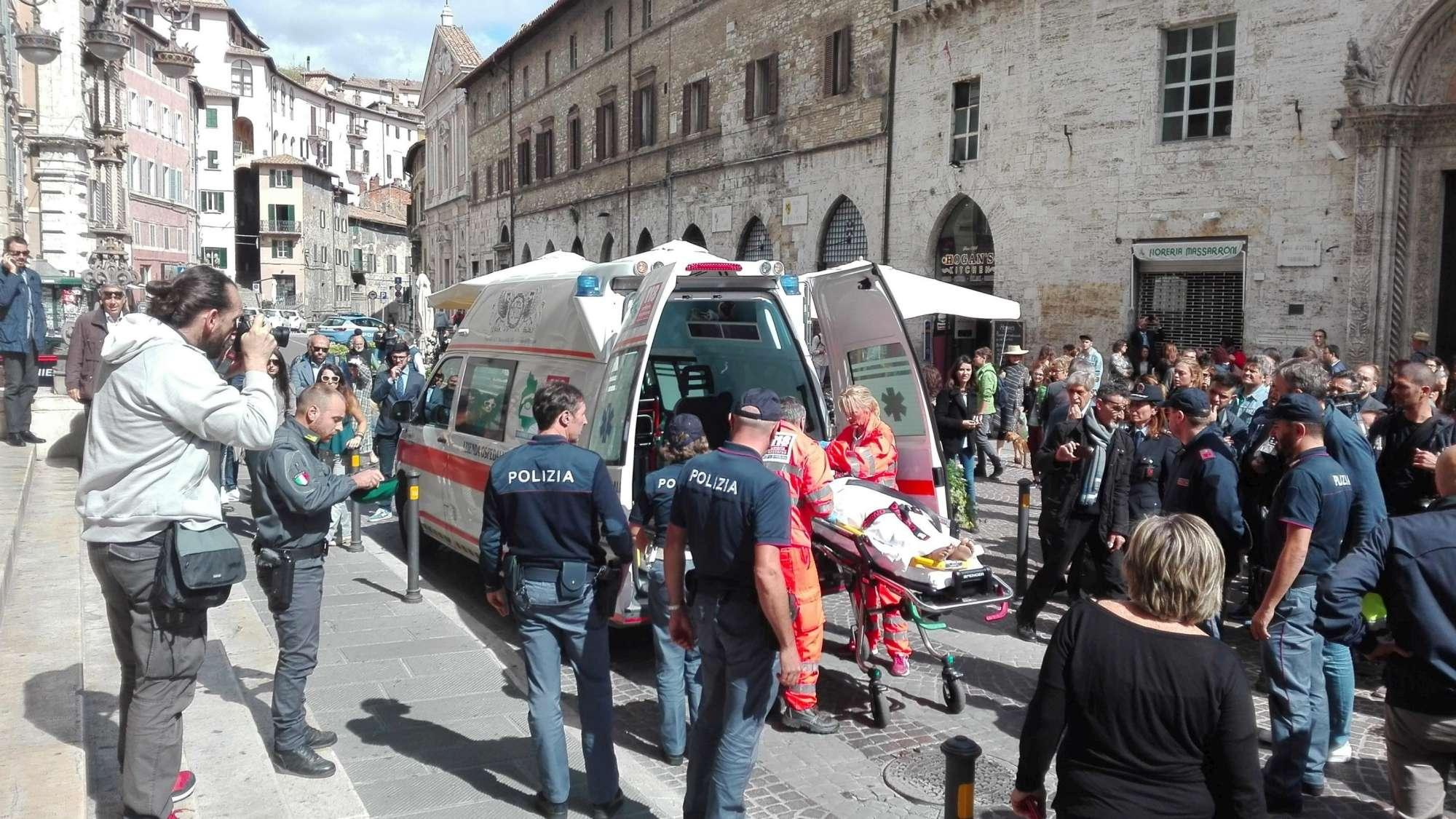 Perugia, accoltella due giudici durante un udienza: arrestato