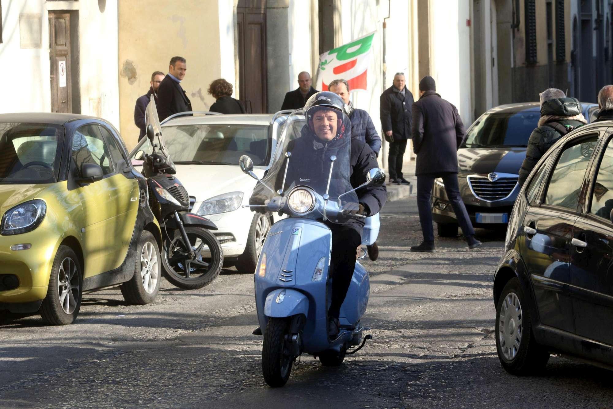 Primarie Pd, i big del partito al voto (e Renzi va in Vespa)