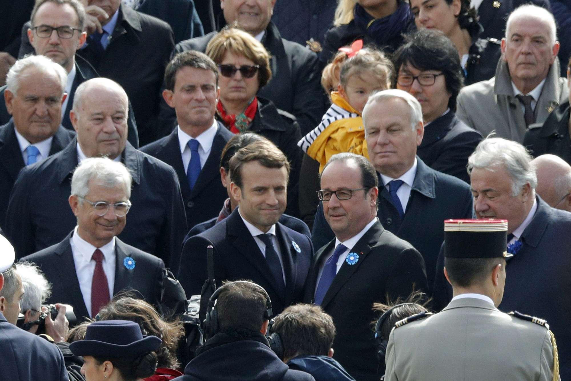 Macron il giorno dopo, l'incontro con Hollande: