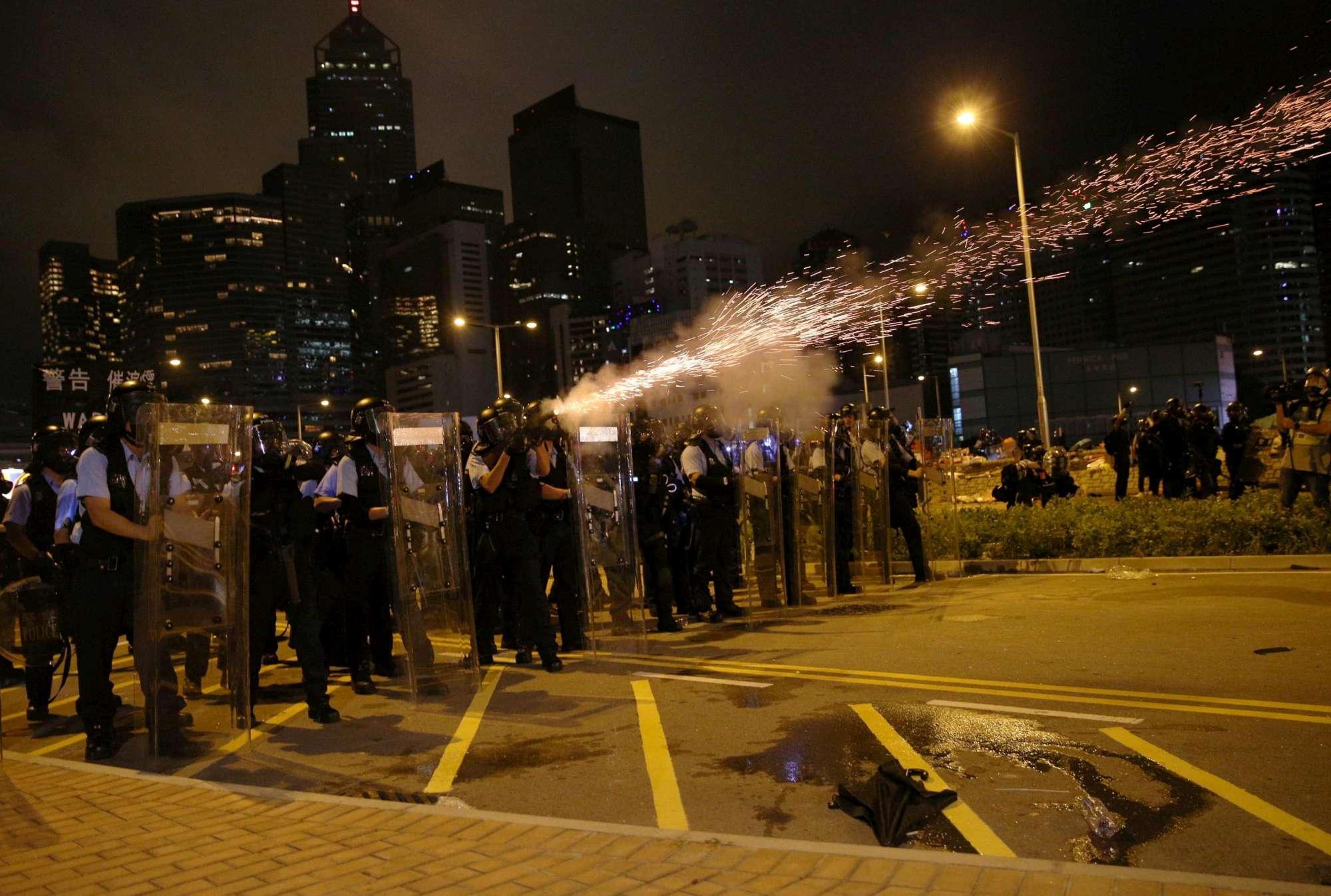 Hong Kong, cariche della polizia per disperdere i manifestanti