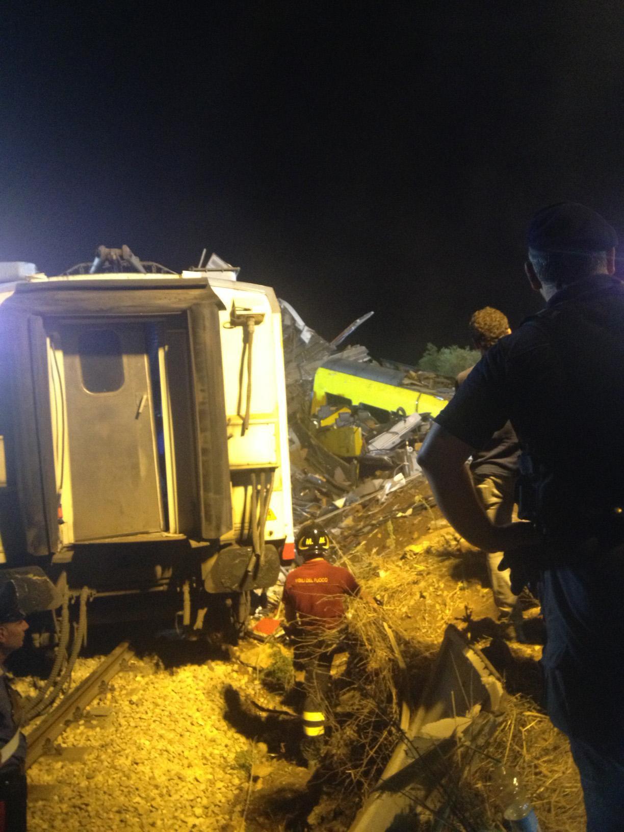 Scontro treni in Puglia, si continua a lavorare tra le lamiere dei due convogli