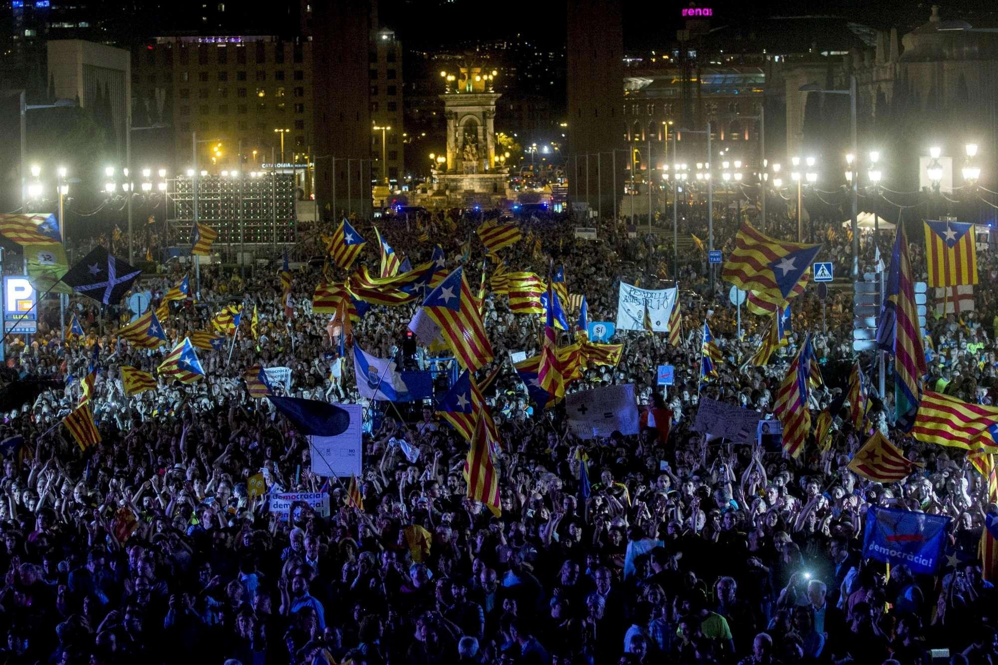 Indipendenza Barcellona, in migliaia in piazza per l ultimo comizio