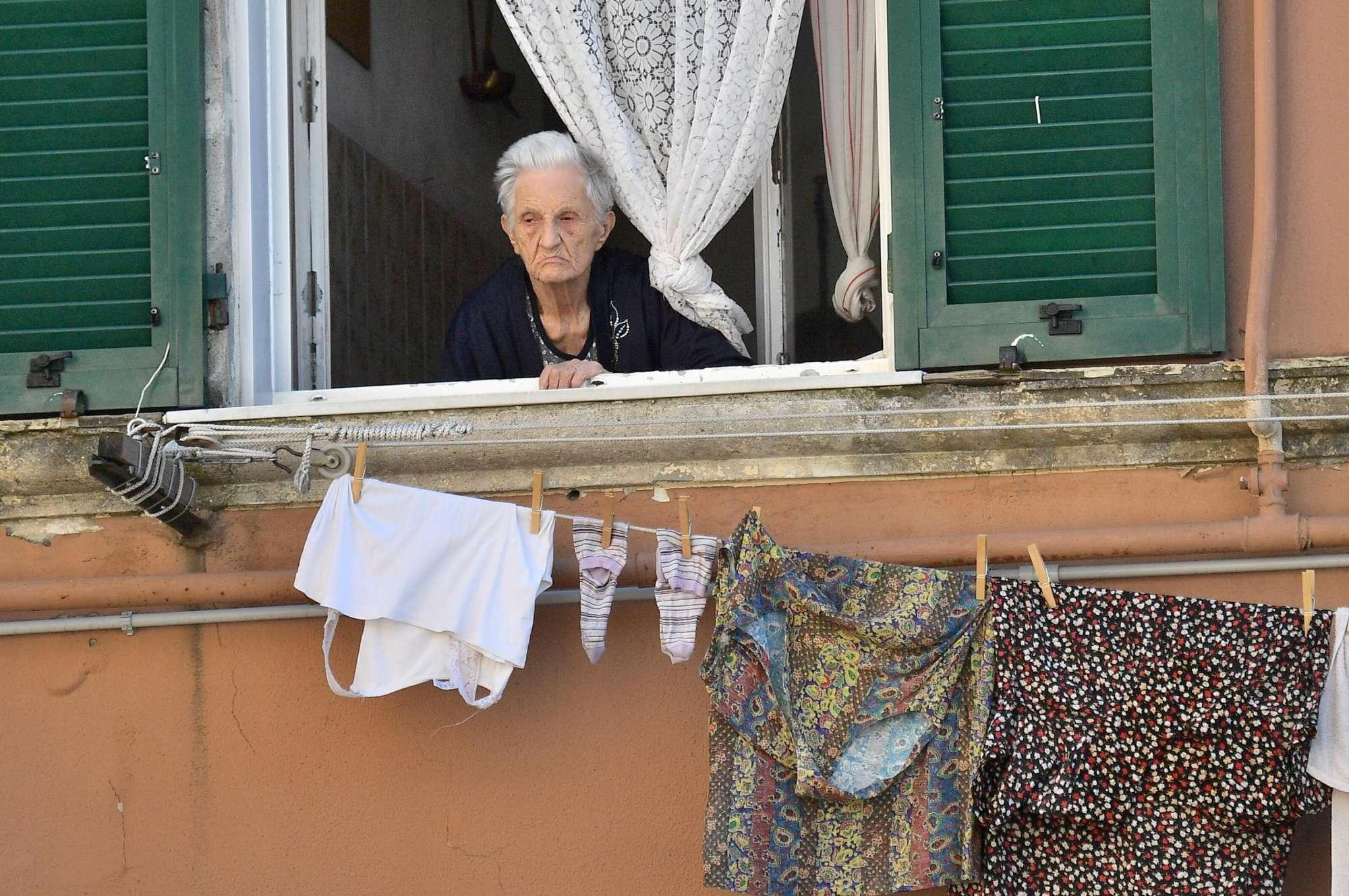 Genova, crollo ponte Morandi: i soccorsi in azione il giorno dopo