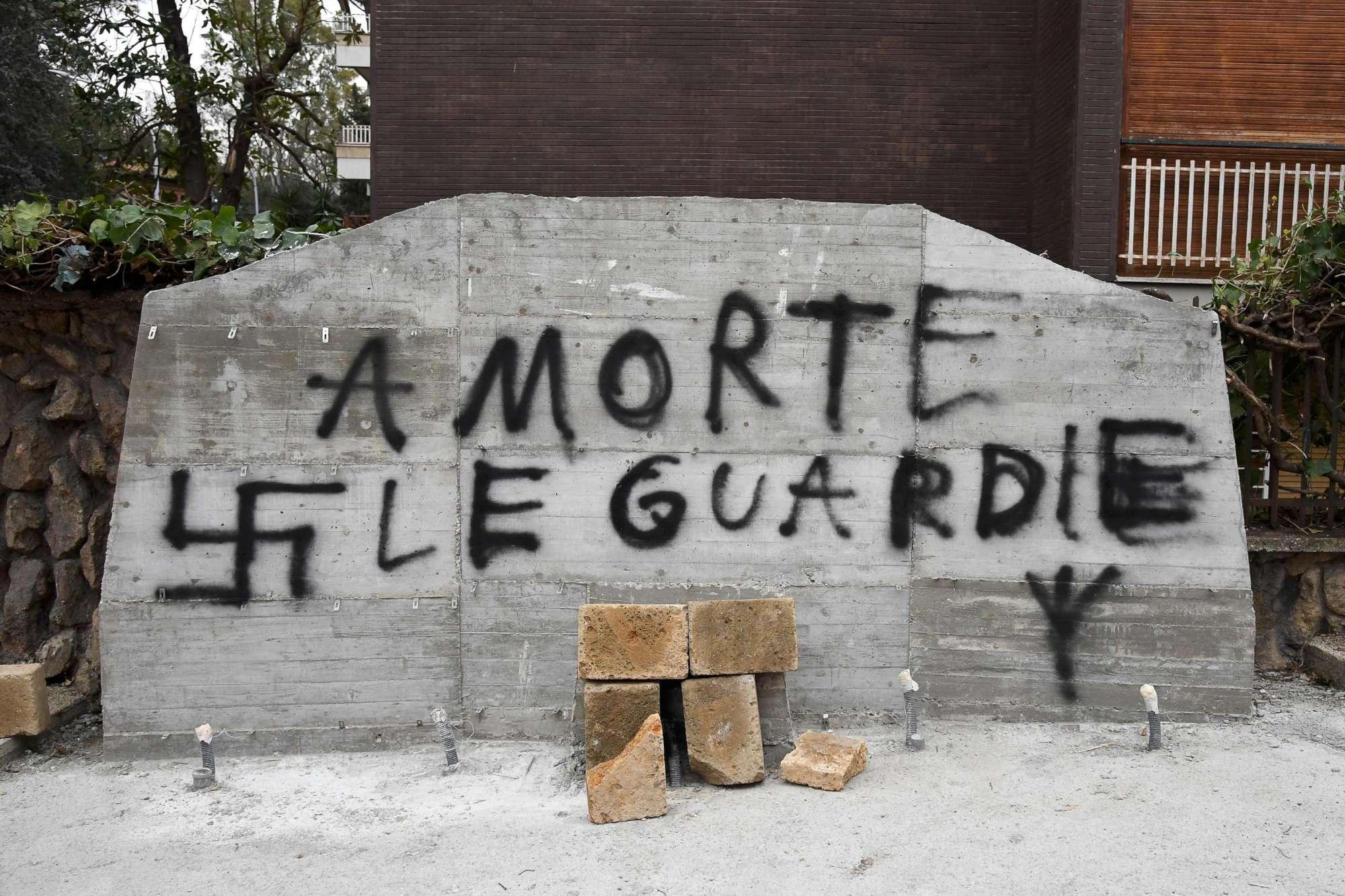 Roma, imbrattata la lapide che commemora la strage di via Fani