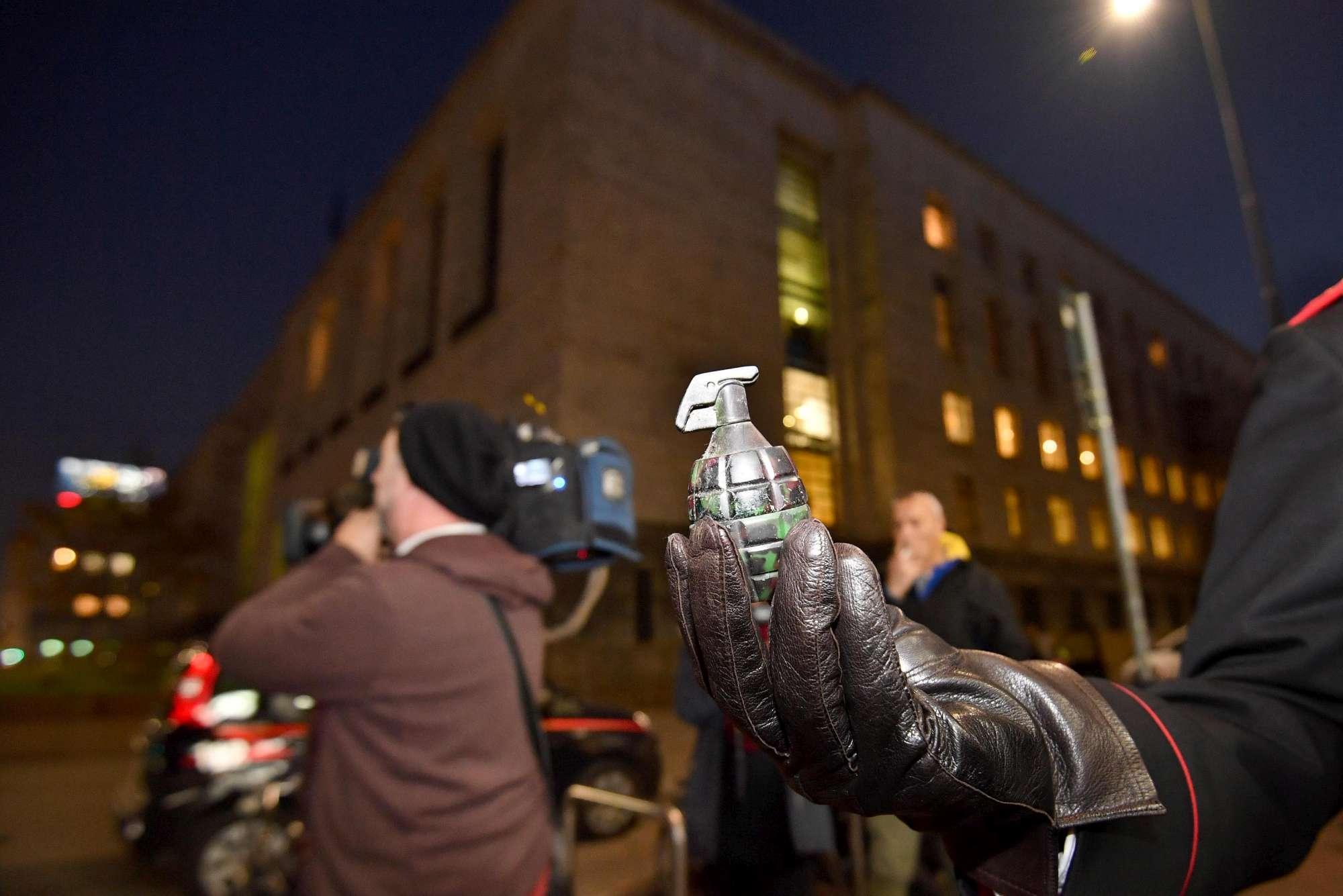 Milano, falso allarme bomba vicino al tribunale